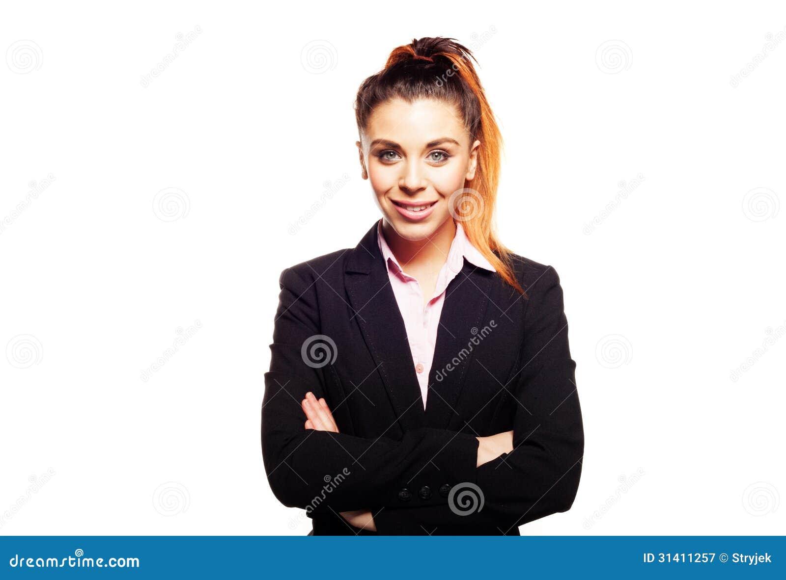 Überzeugte Geschäftsfrau mit den gefalteten Armen