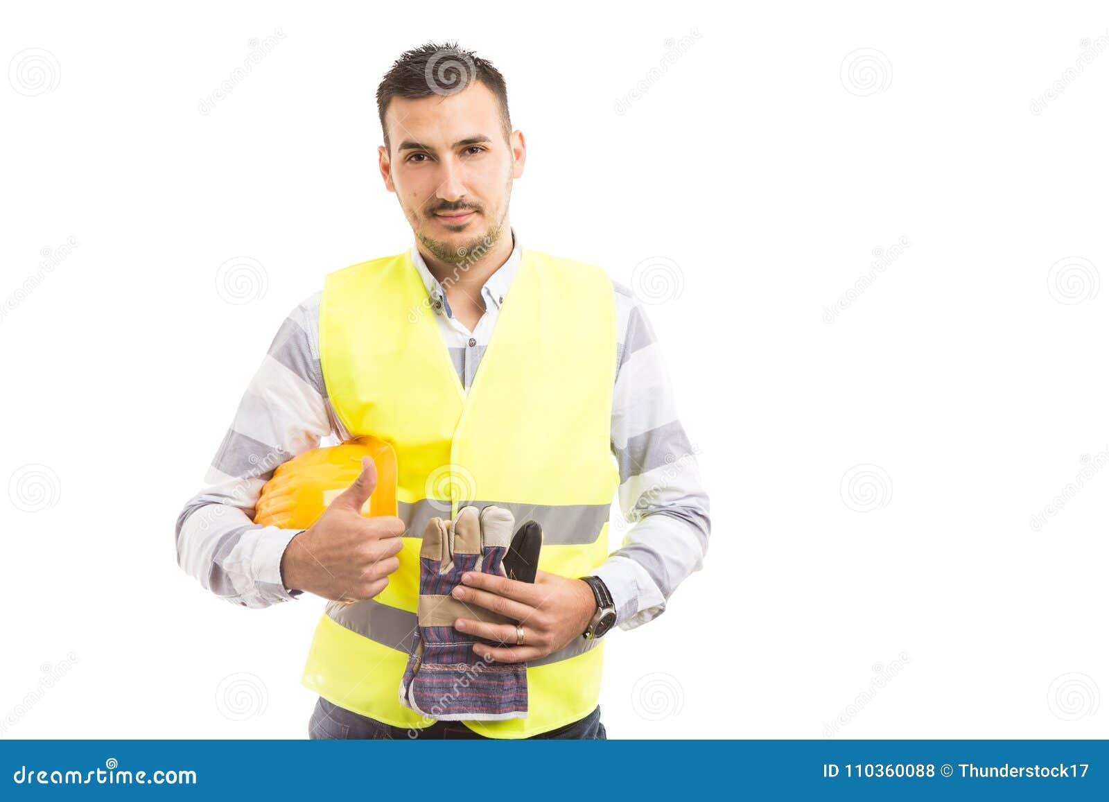 Überzeugter junger Bauunternehmer, der thumbsup zeigt