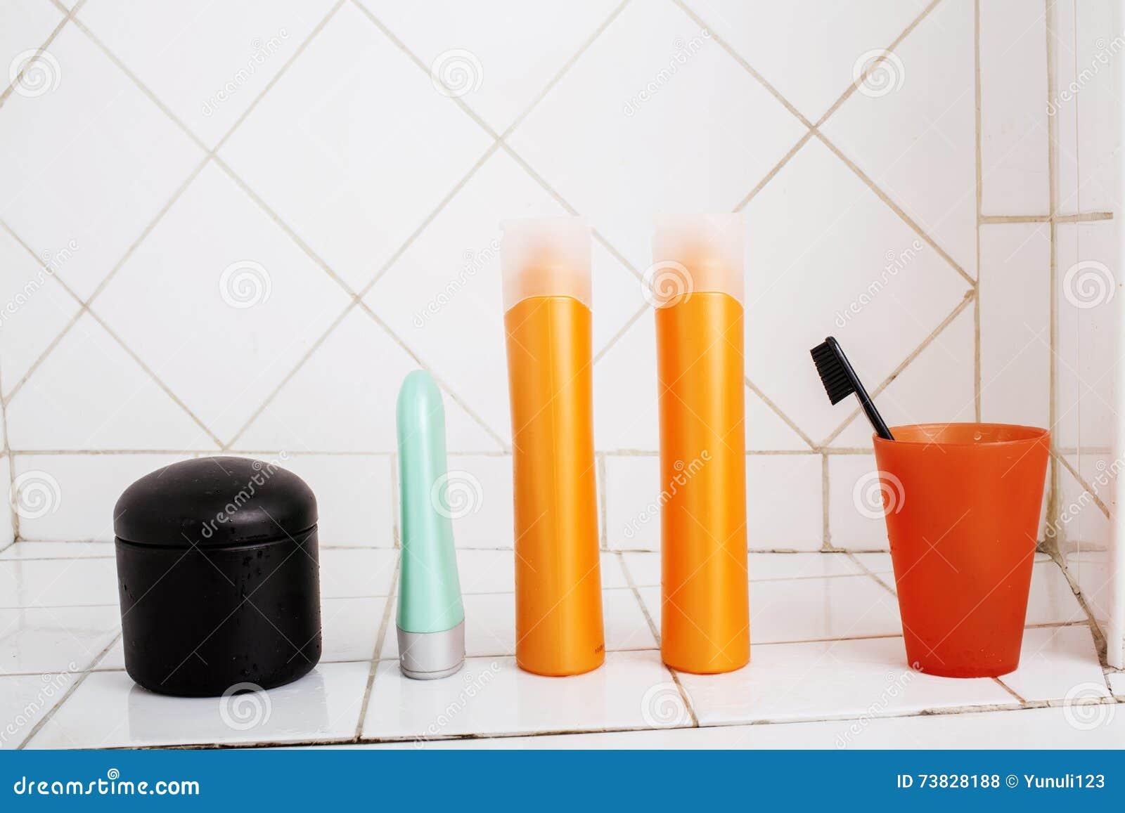 Übliches Material Im Badezimmer, Shampoo, Zubehör, Schwarze ...