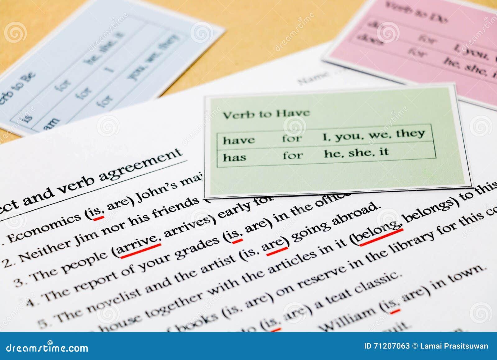 Übung Der Englischen Grammatik Auf Tabelle Stockbild - Bild von ...