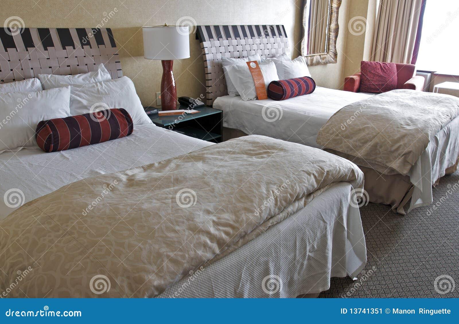 łóżka podwajają pokój hotelowy