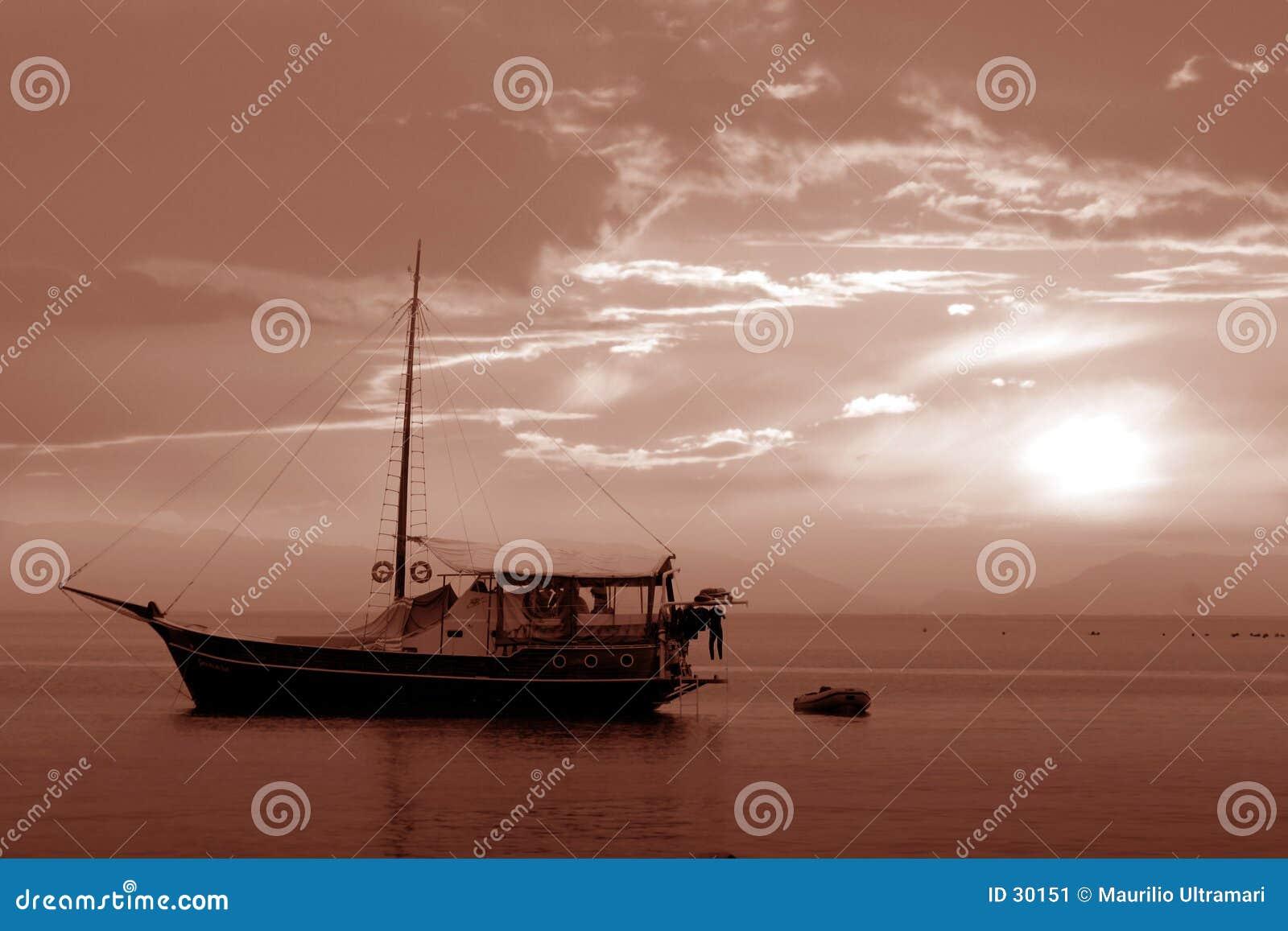 Download łódź. obraz stock. Obraz złożonej z kolory, sepia, niebo - 30151