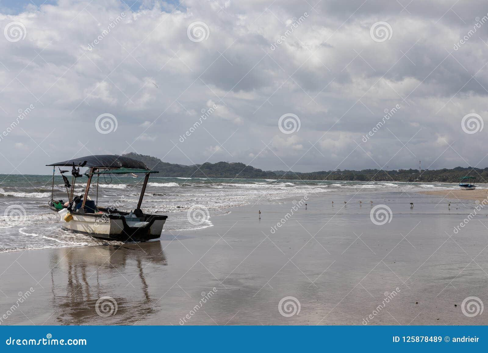 łódź Playa Samara plaża Cota Rica