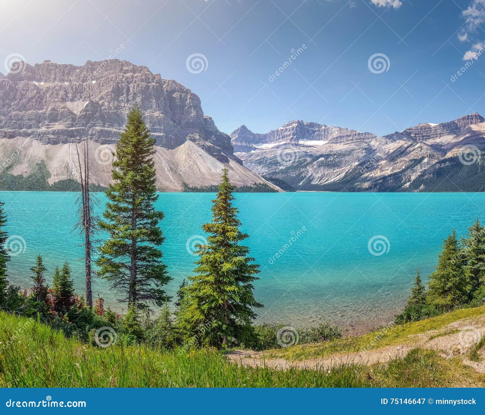 Łęk jezioro z Halnym szczytem, Banff park narodowy, Alberta, Kanada