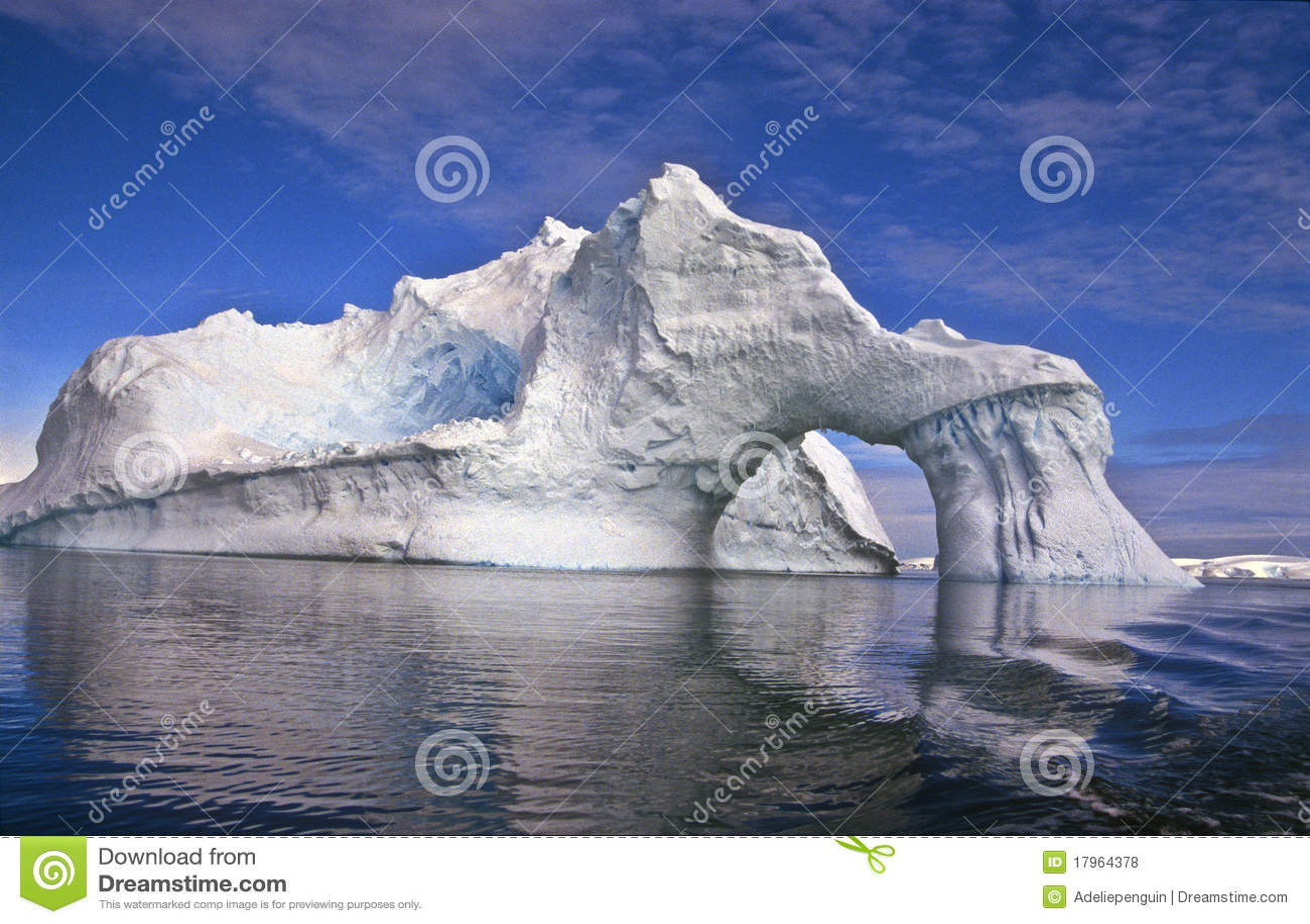łękowata Antarctica góra lodowa