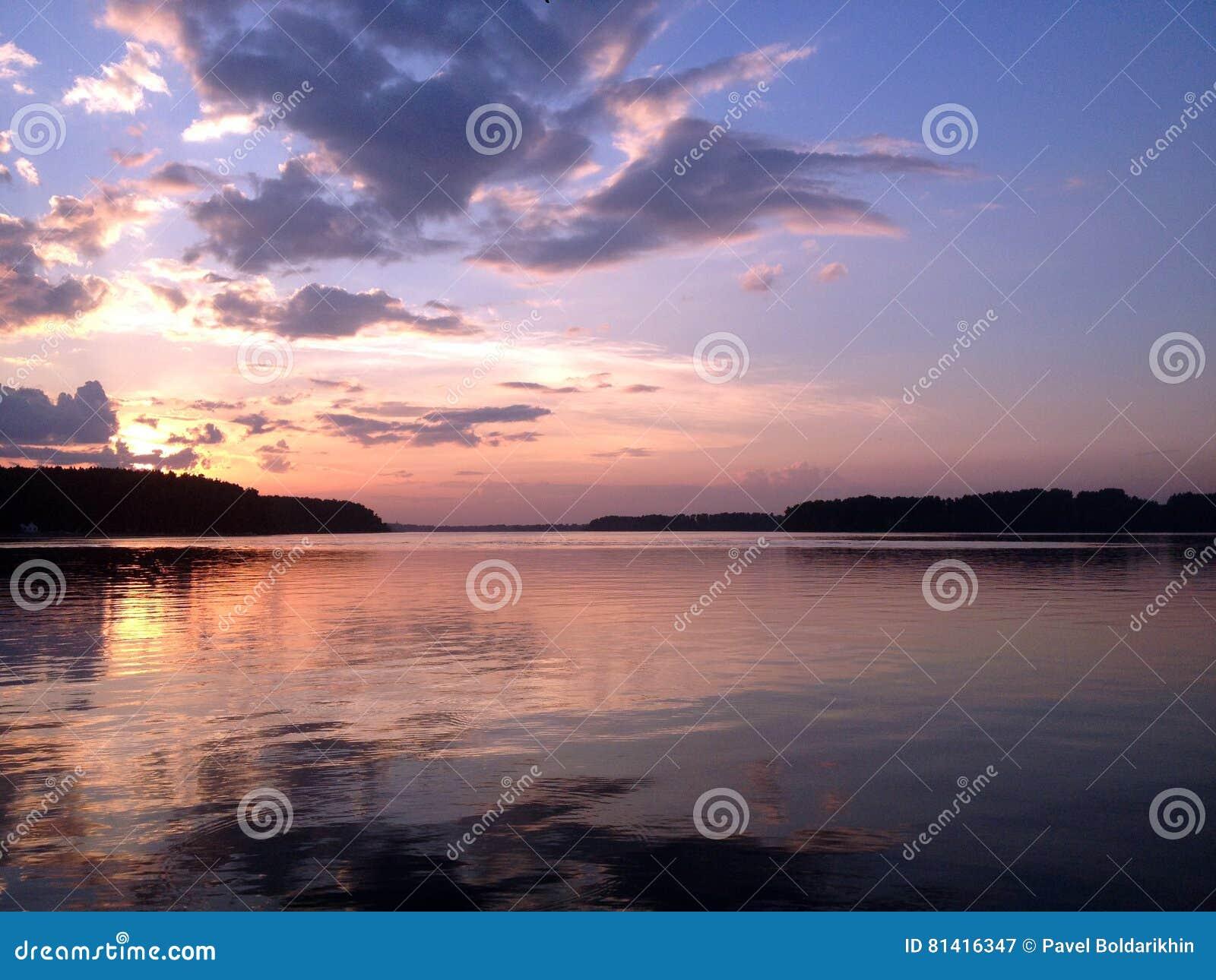 łańcuchu pokryw horyzontalnych Illinois jeziornych jezior lekka o pomarańczowa fotografii nieba zmierzchu powierzchnia usa