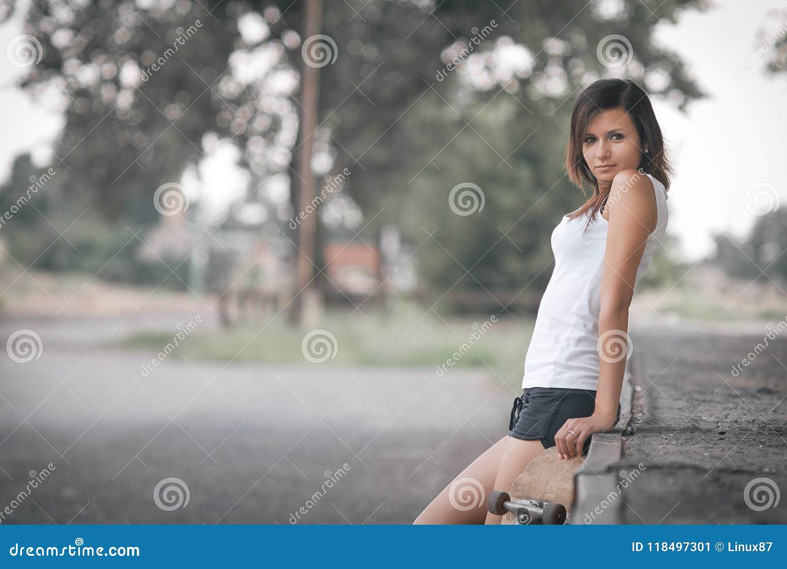 Ładna łyżwiarki dziewczyna