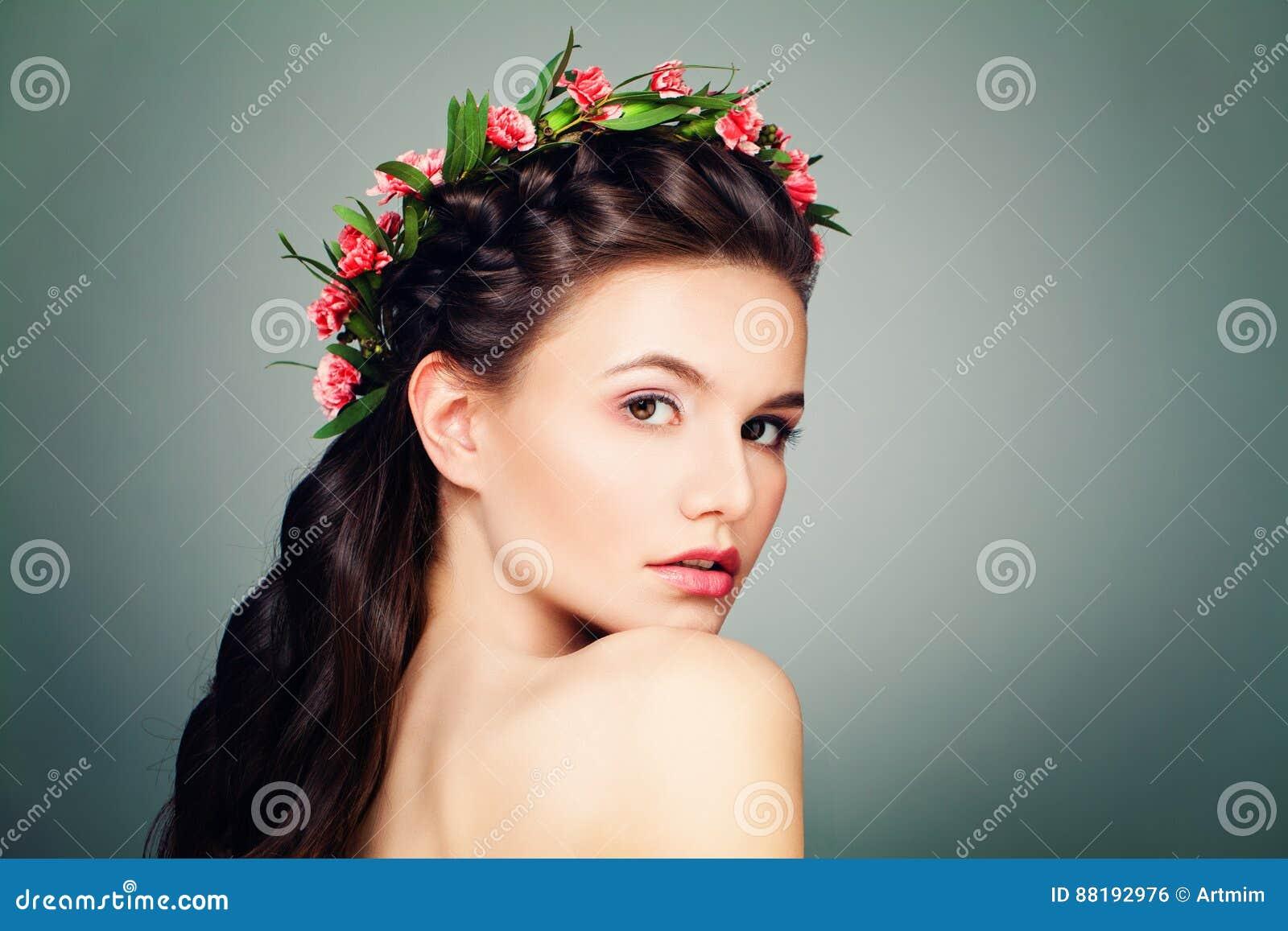 Ładna kobieta z nagą postacią Uzupełniał, Świeża skóra
