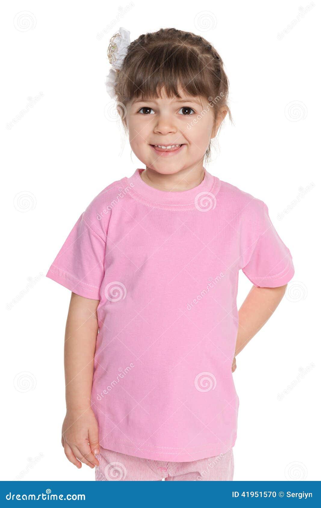 Ładna mała dziewczynka w różowej bluzce