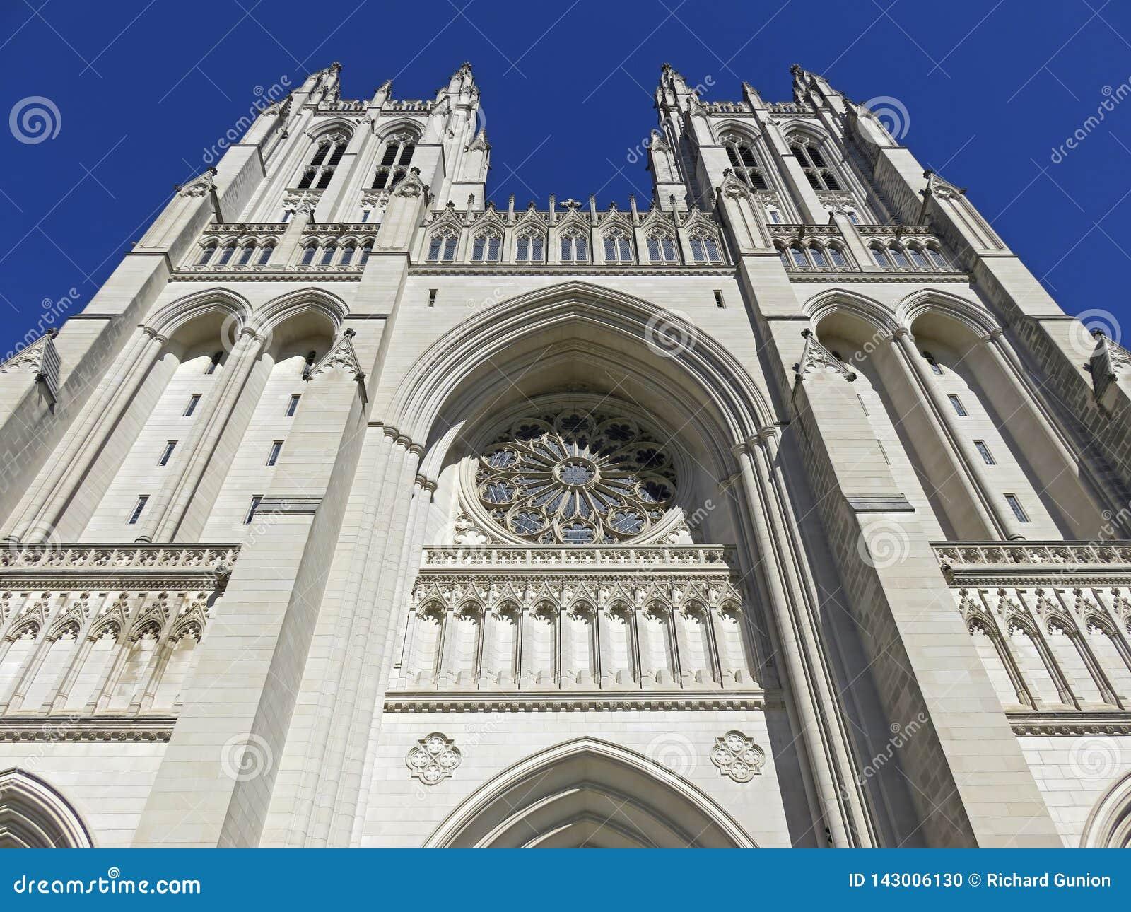 Ładne bliźniacze wieże Krajowa katedra