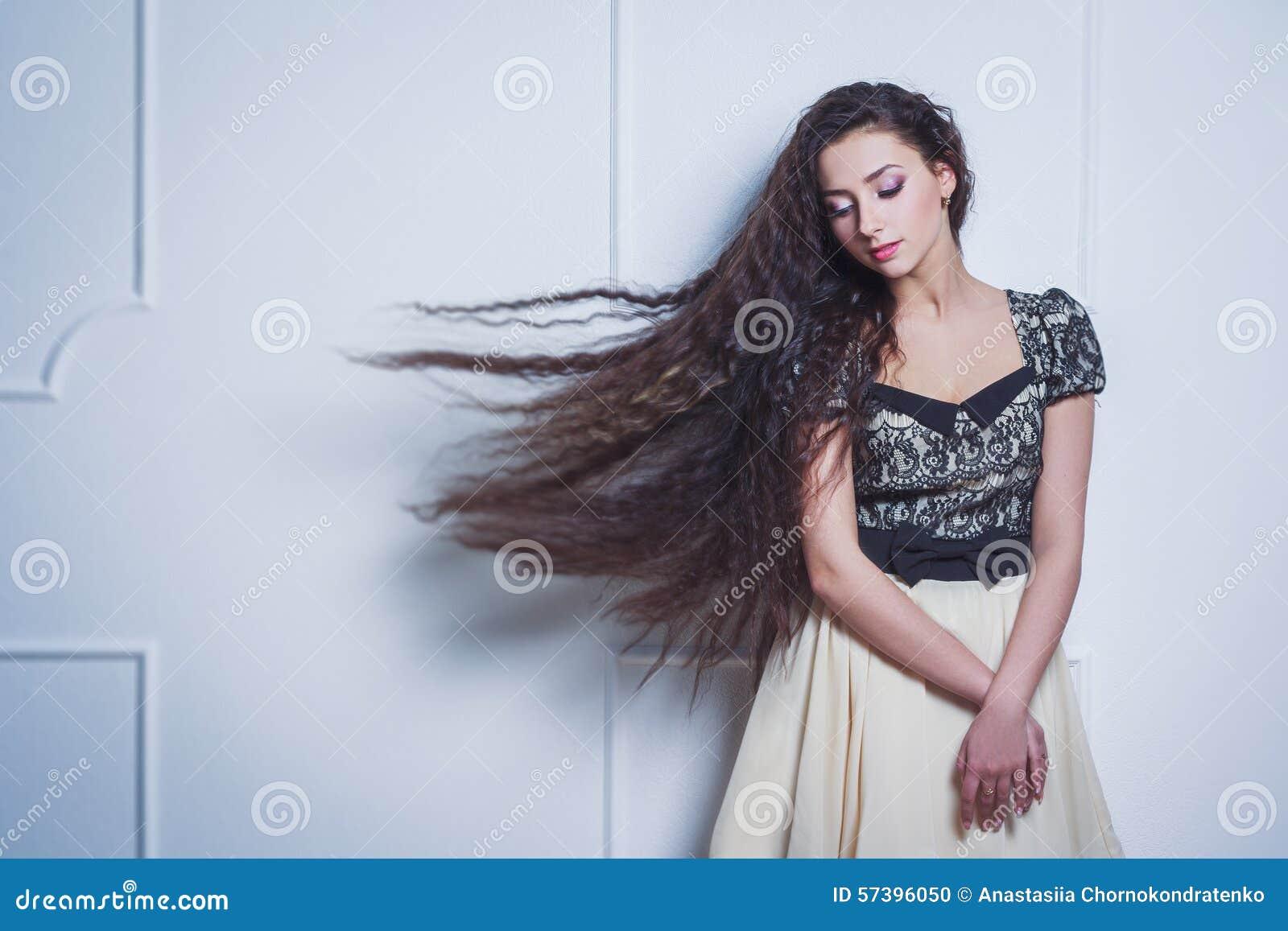 ładny Długie Włosy I Zdjęcie Stock Obraz Złożonej Z Fryzury