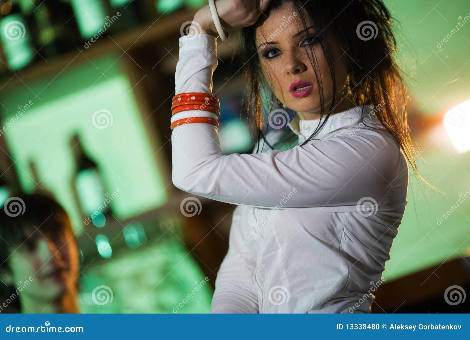 ładny dziewczyna prętowy czarny włosy