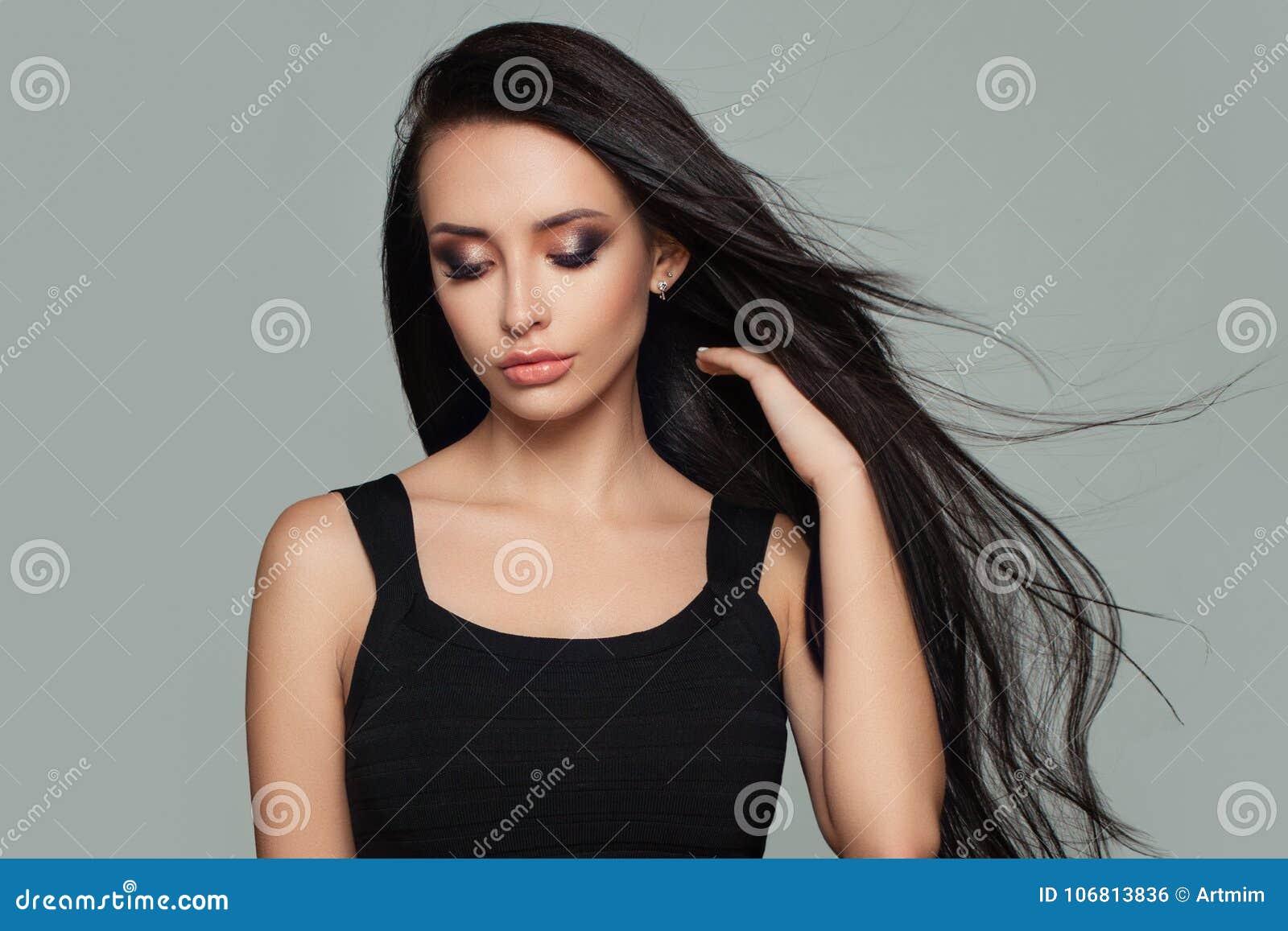 Ładny kobiety mody model z Długą Zdrową fryzurą