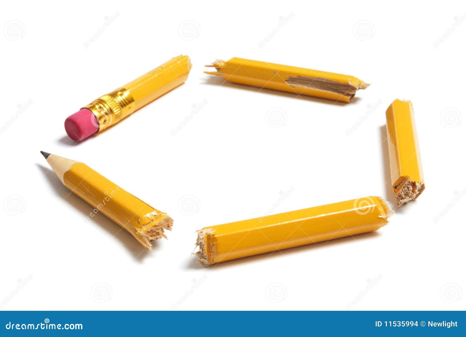 łamani ołówkowi kawałki