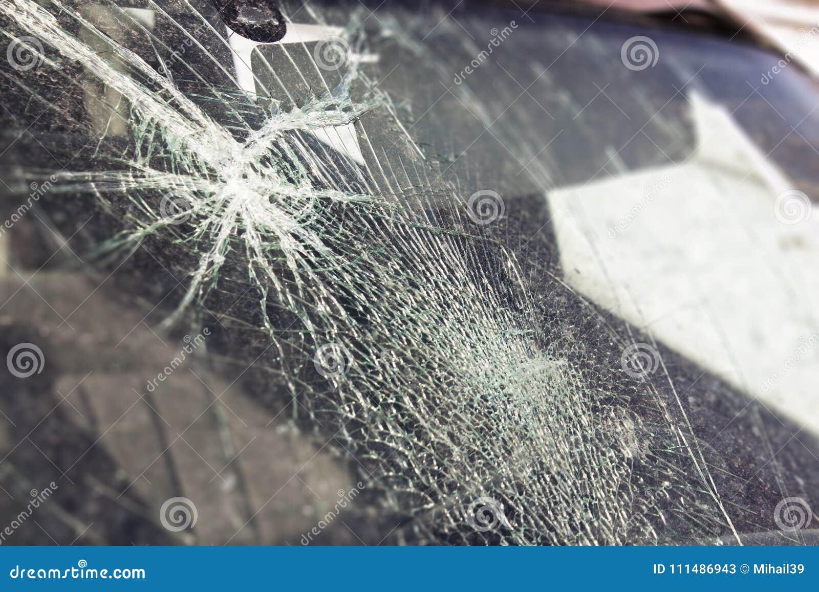 Łamany samochodowy okno, wypadek na drodze Bezpieczny ruch