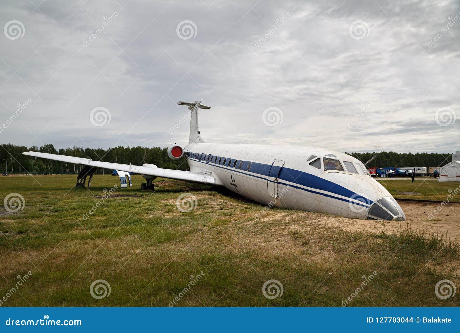 Łamany samolot dla trenować przy podstawą szkolenia Noginsk ratuneku centrum, Moskwa region, Rosja