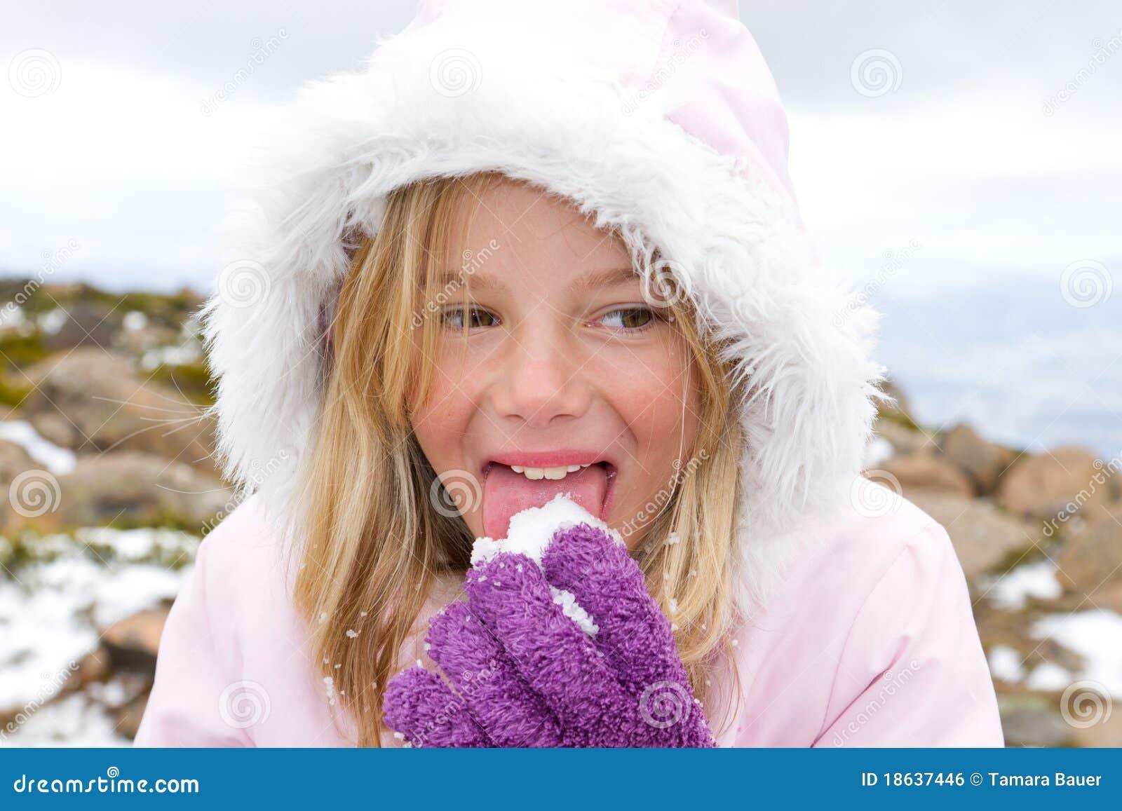łasowania dziewczyny śnieg