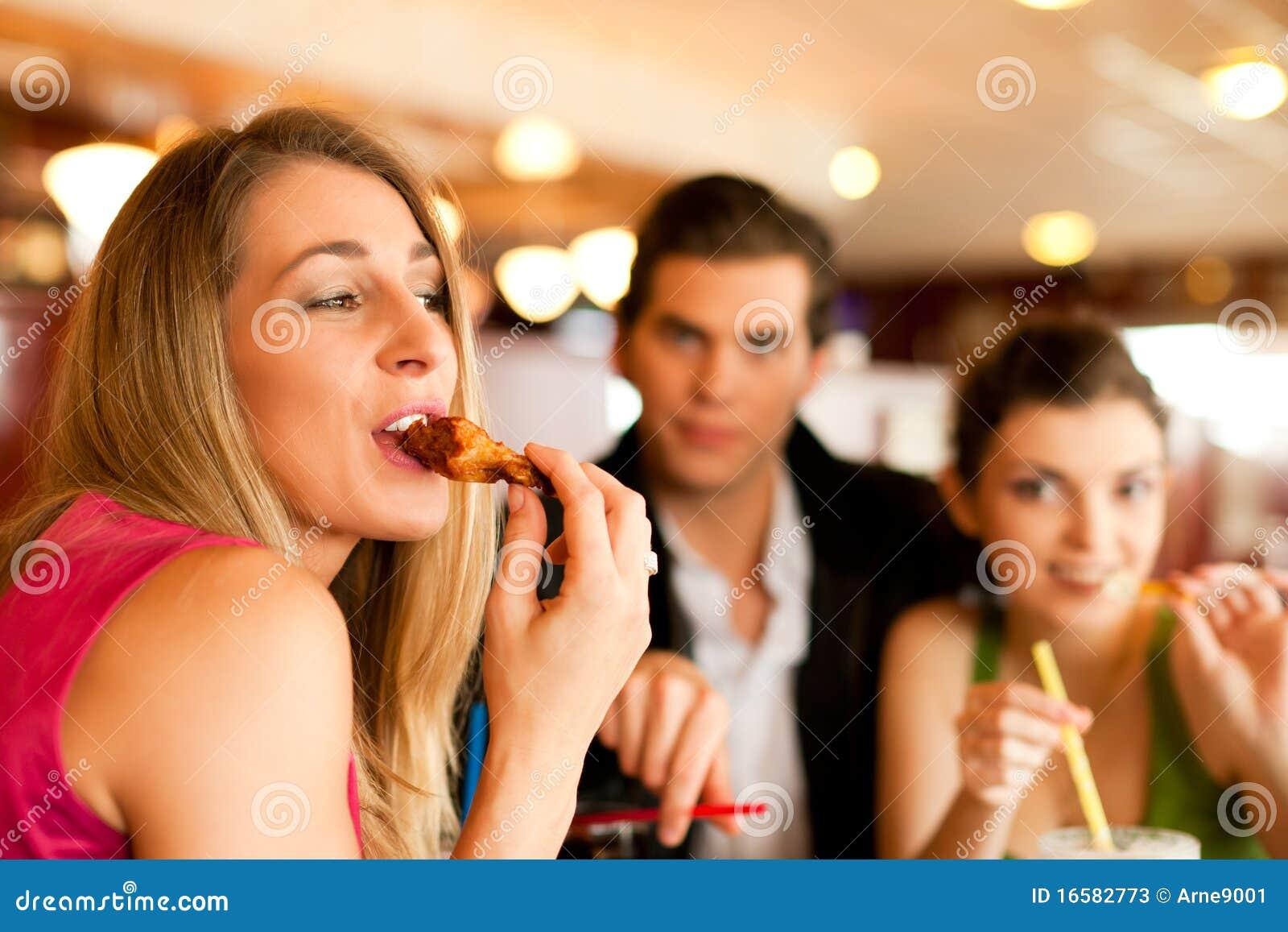 łasowania fasta food przyjaciele restauracyjni