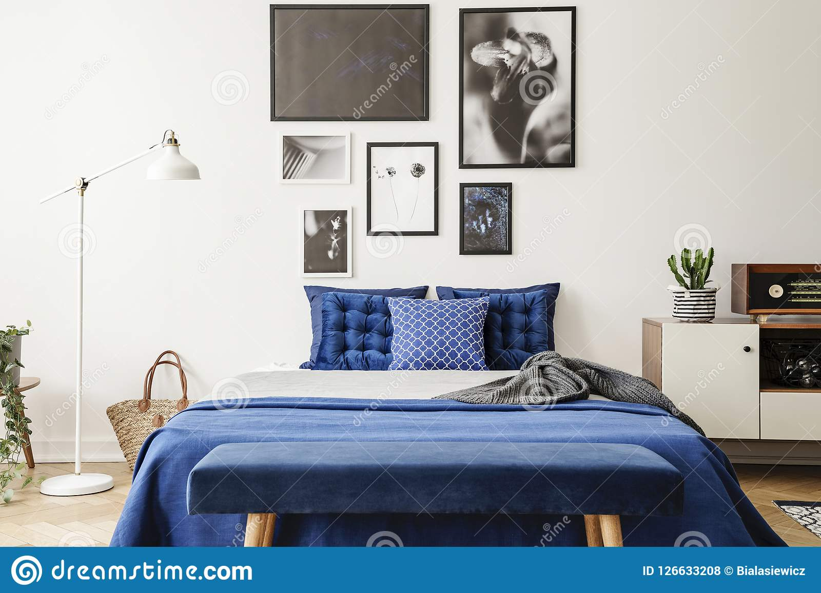 ławka Przed łóżkiem Z Marynarki Wojennej Błękita Poduszkami