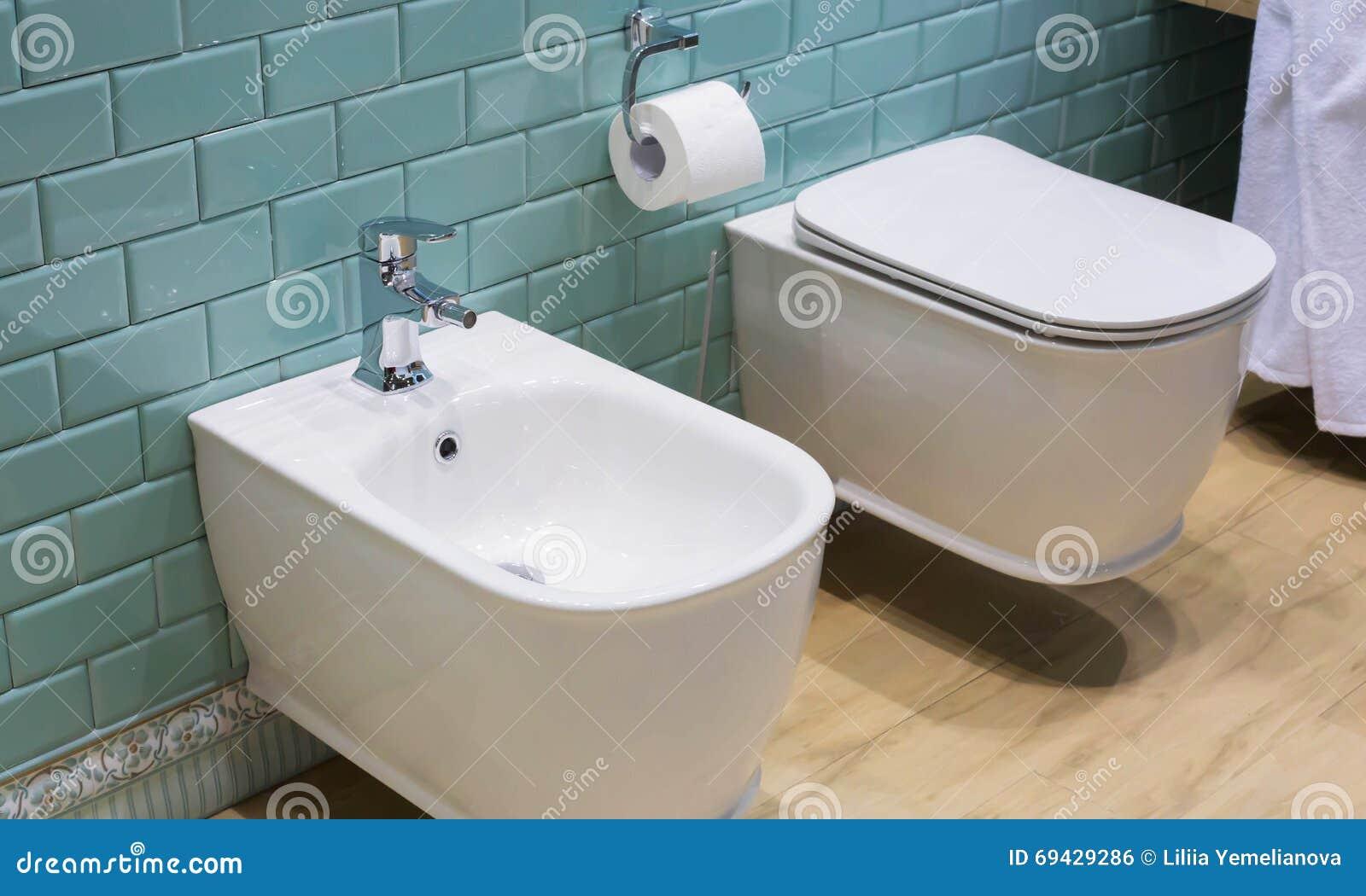 łazienki Wnętrze Toaleta I Bidet Zdjęcie Stock Obraz