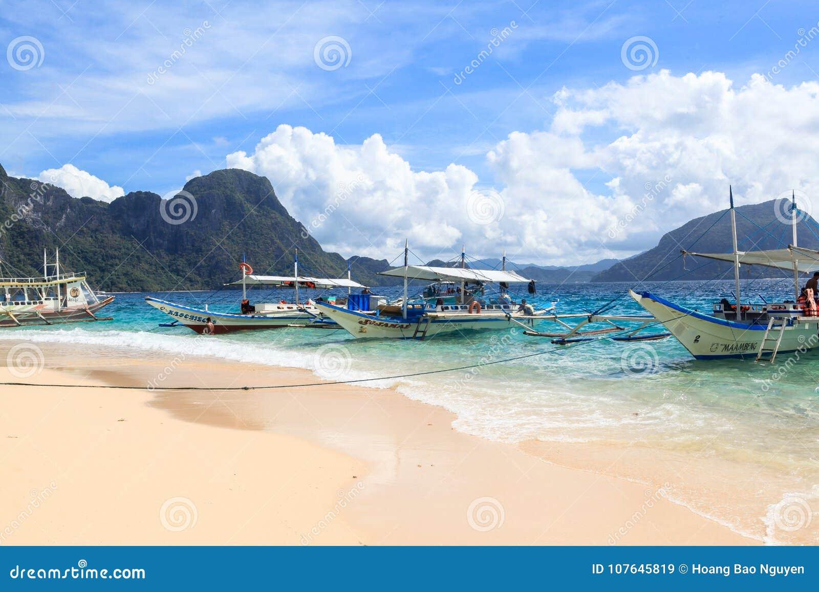 Łodzie na plaży El Nido, Filipiny