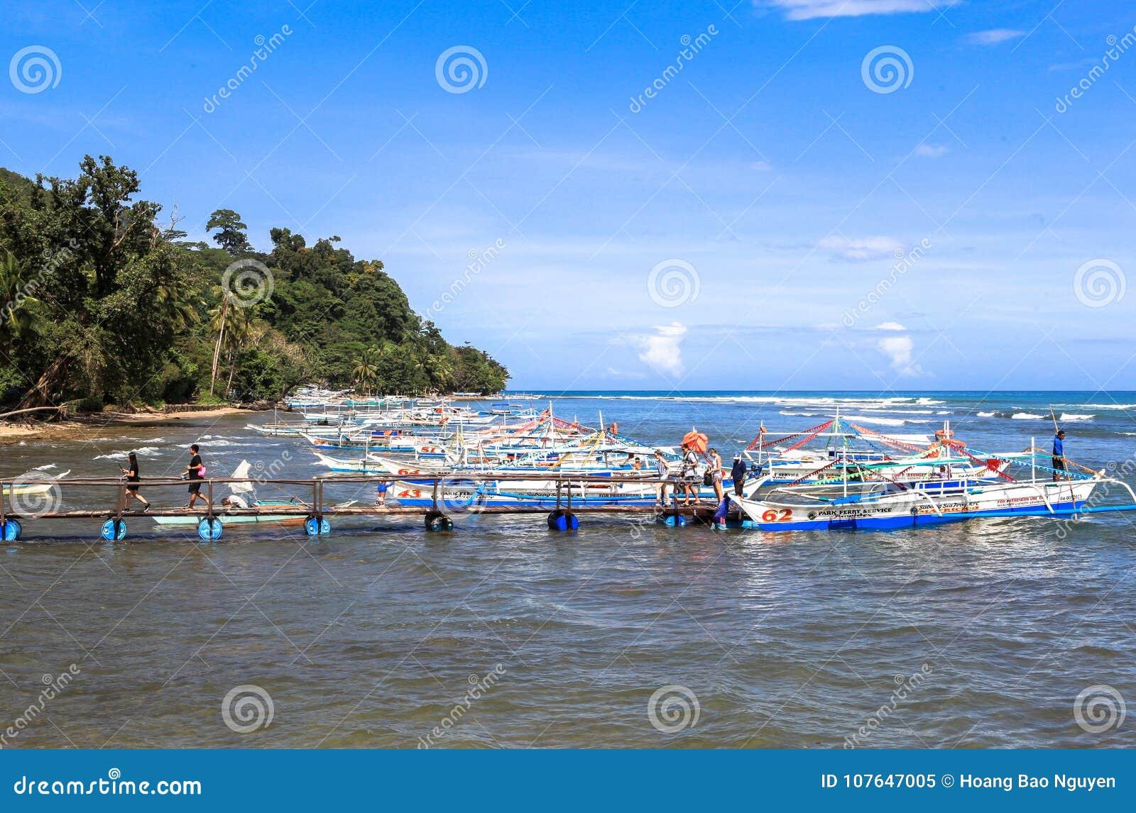 Łodzie na plaży Puerto Princesa, Filipiny