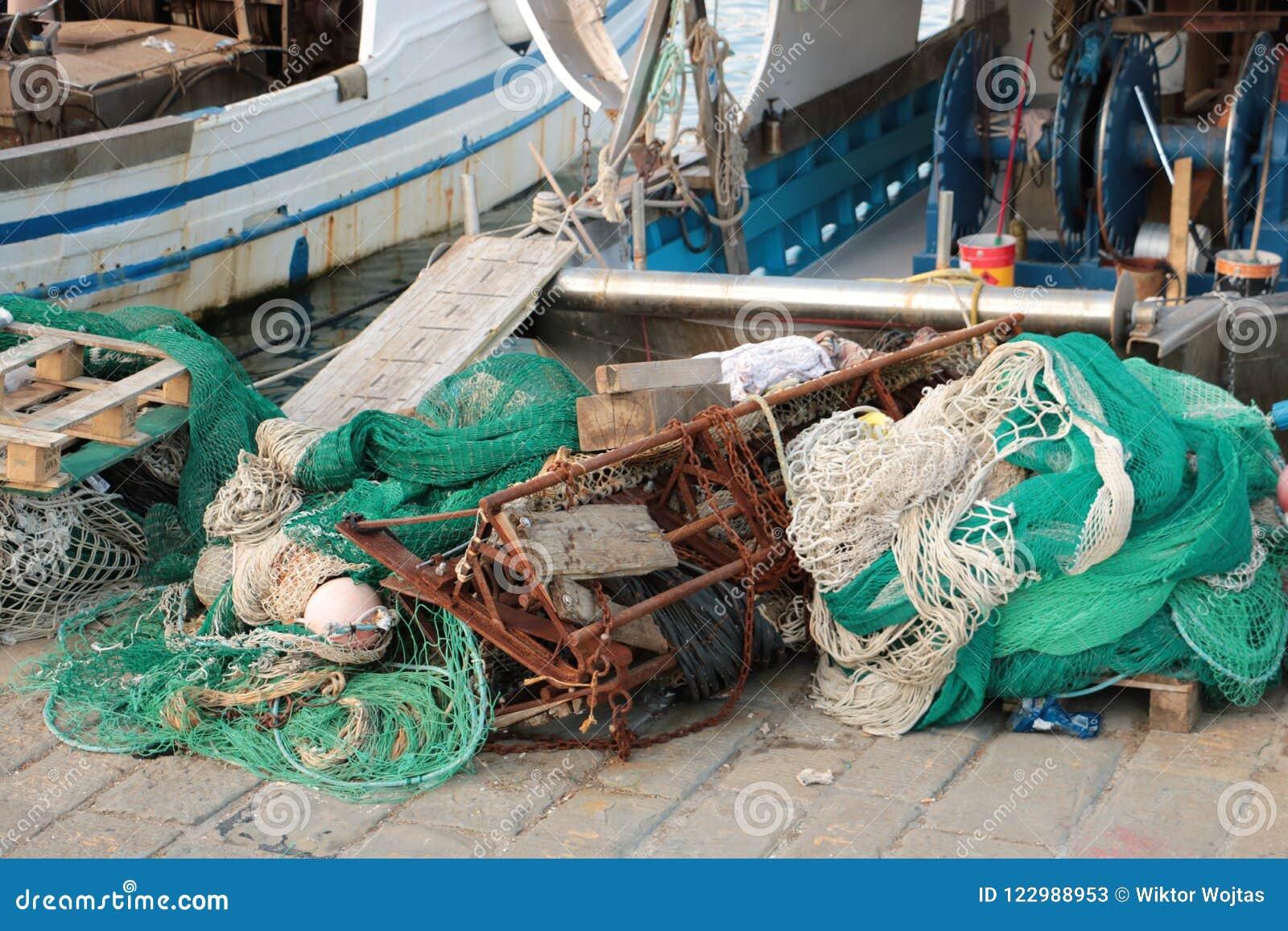 Łodzie rybackie i sieci