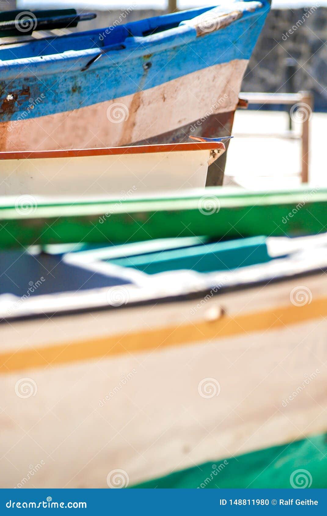 Łodzie rybackie na wybrzeżu Portugalia