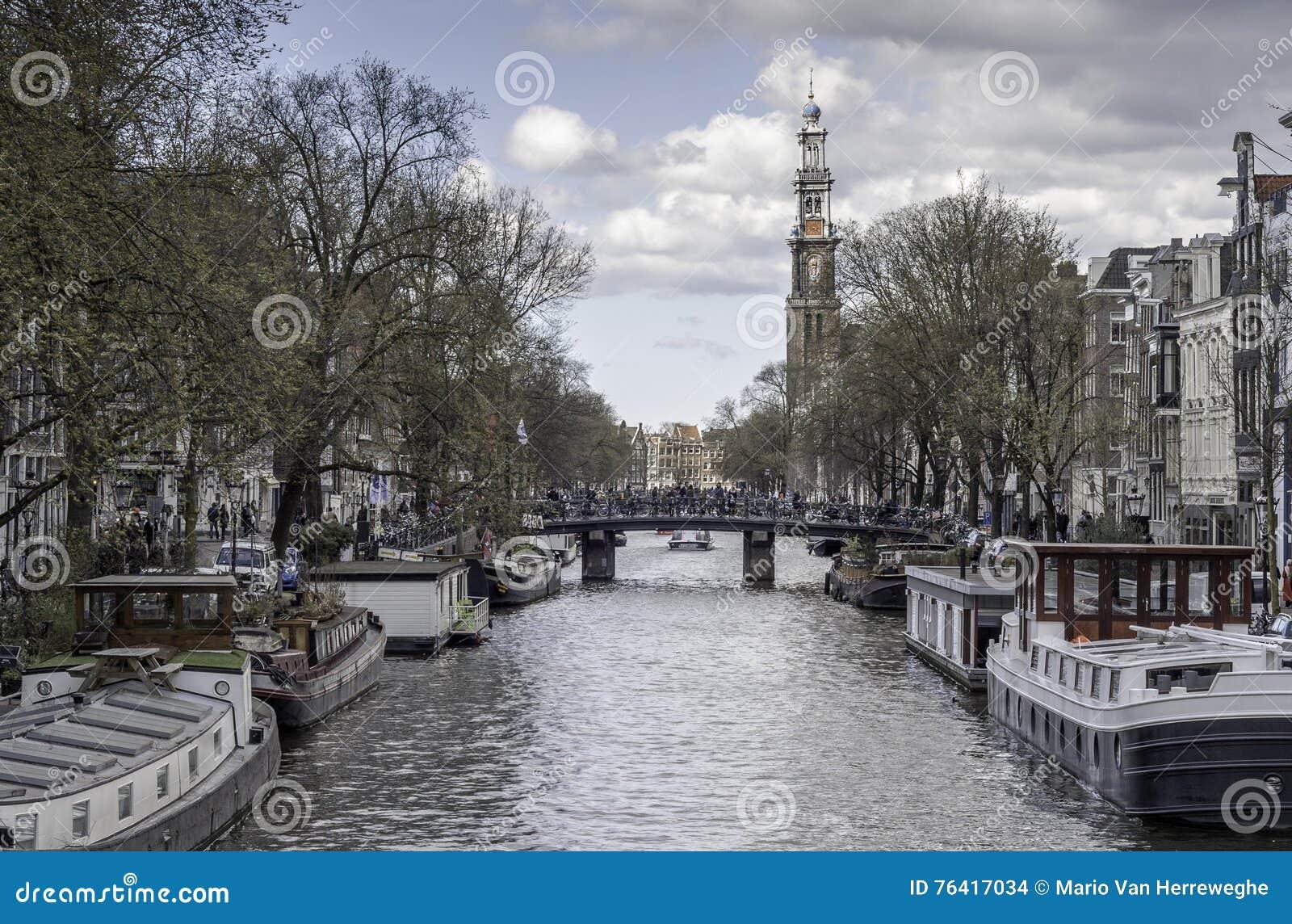 Łodzie w Amsterdam