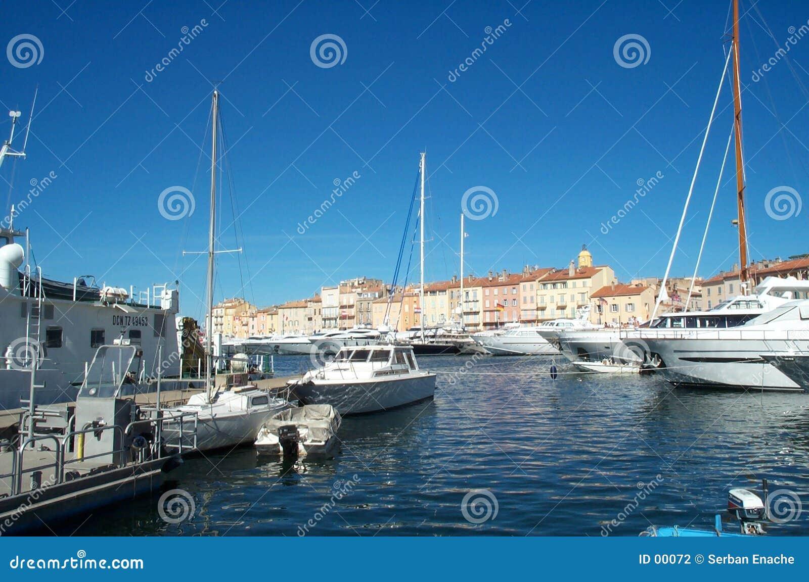 łodzie zakotwiczonych