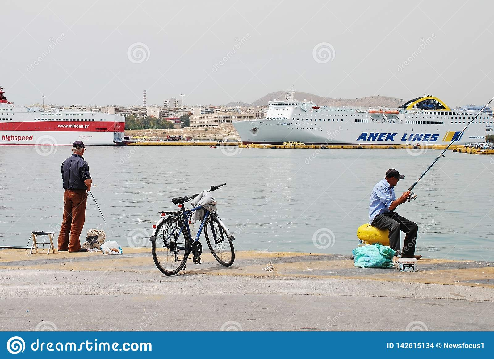 Łowiący przy Piraeus, Ateny