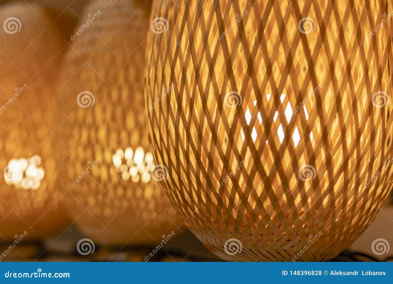 ?ozinowa pomara?czowa lampa robi? drewno