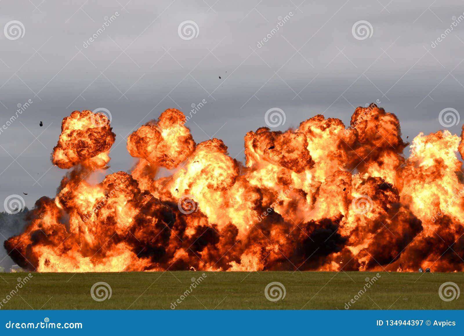 Ściana pożarniczy pirotechnika wybuch