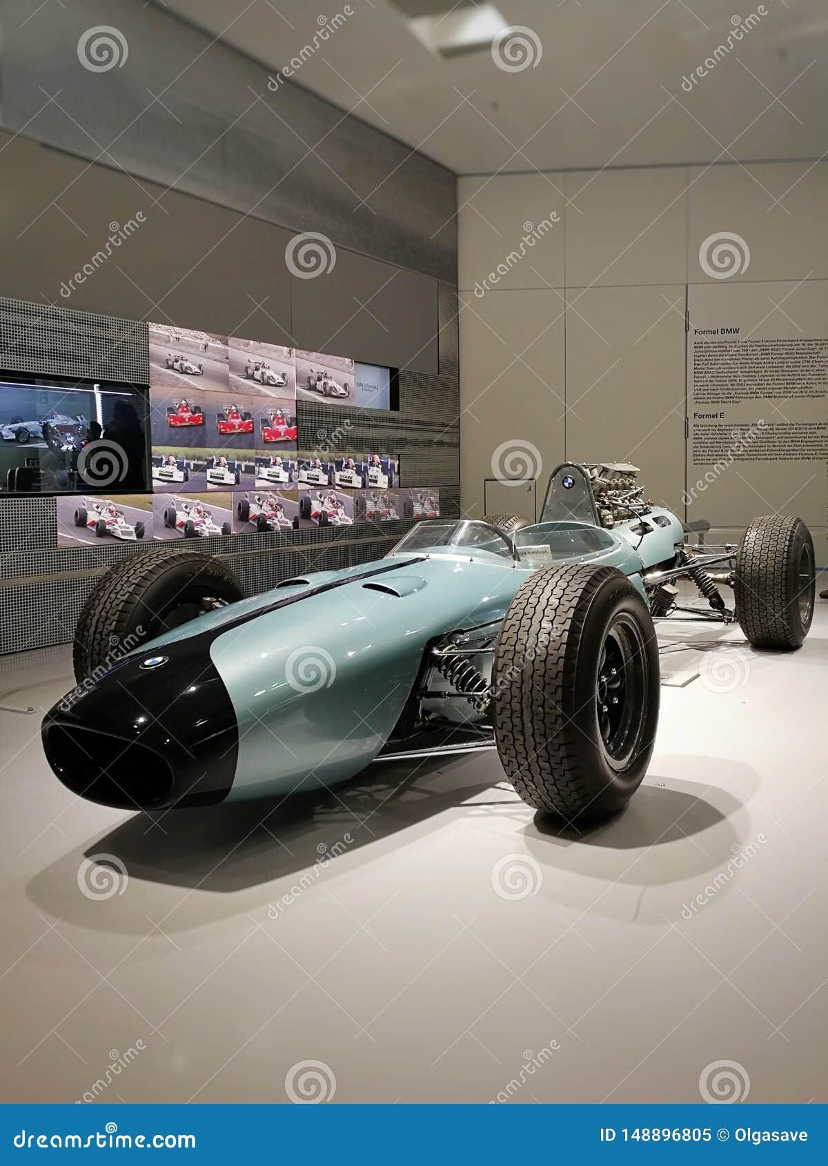 Ścigać się BMW samochód w BMW muzeum, Monachium, Niemcy