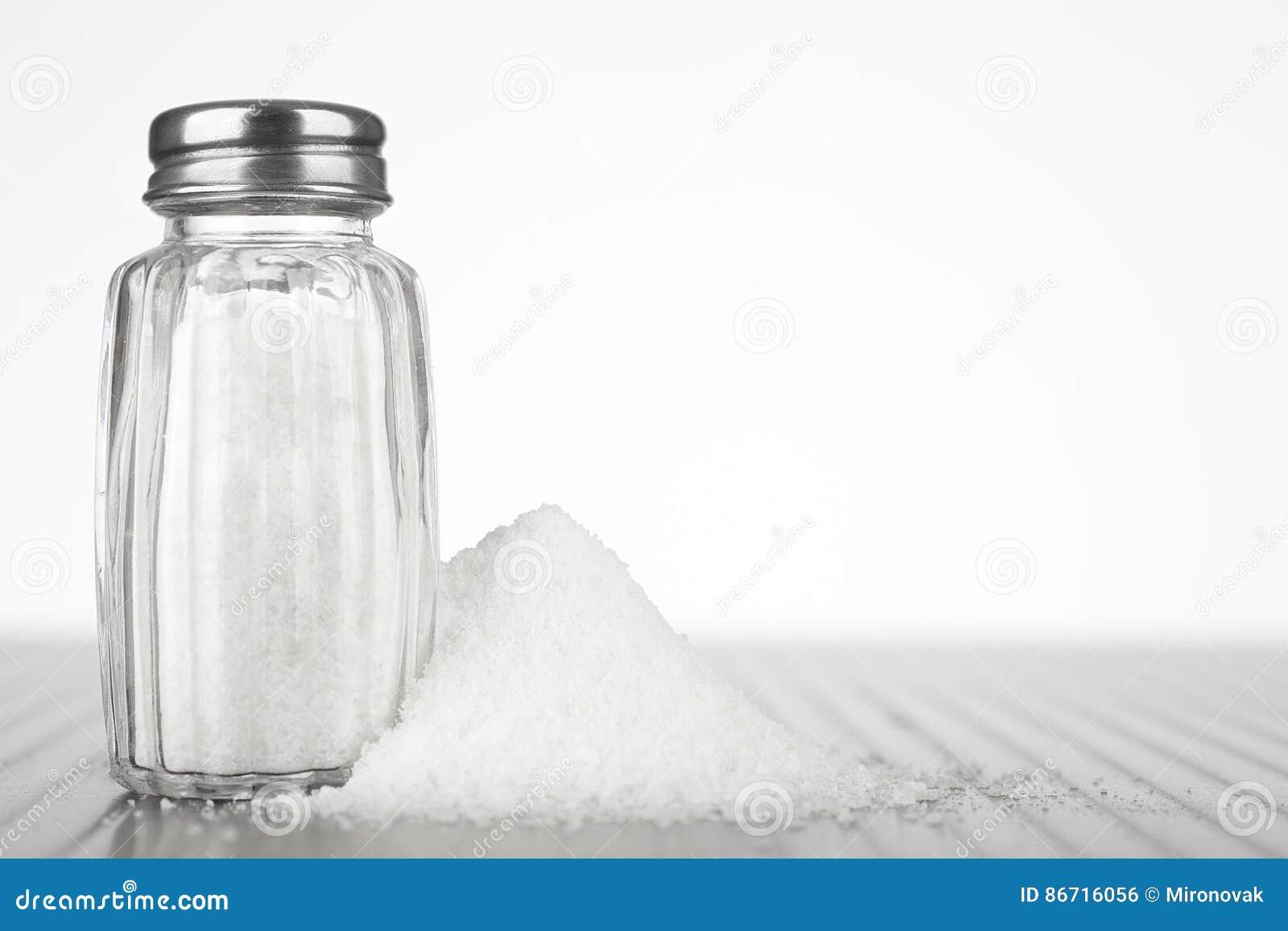 ścinku szklankę do ścieżki odizolowane sól white mieszadła