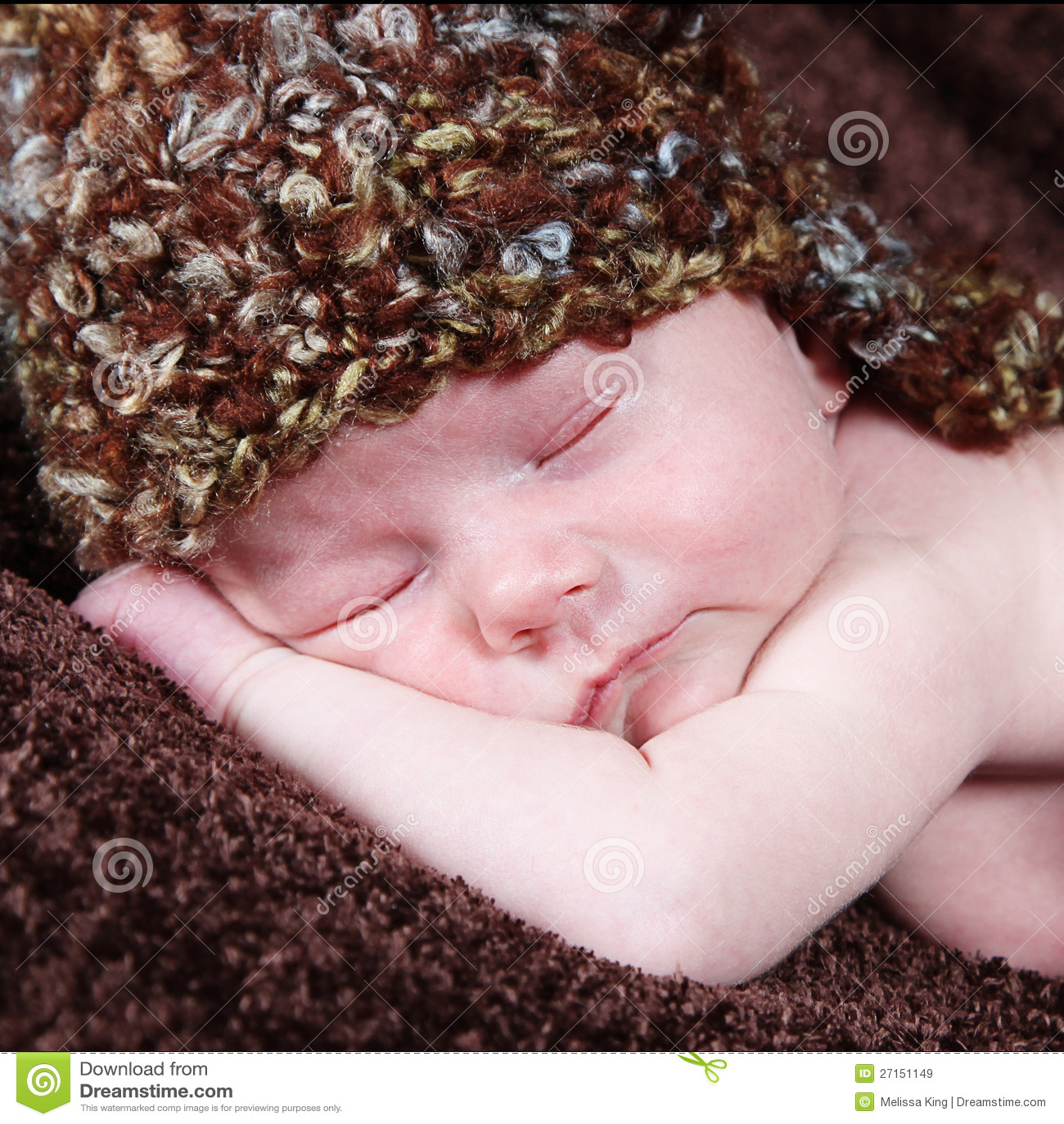 Śliczna mała Nowonarodzona chłopiec