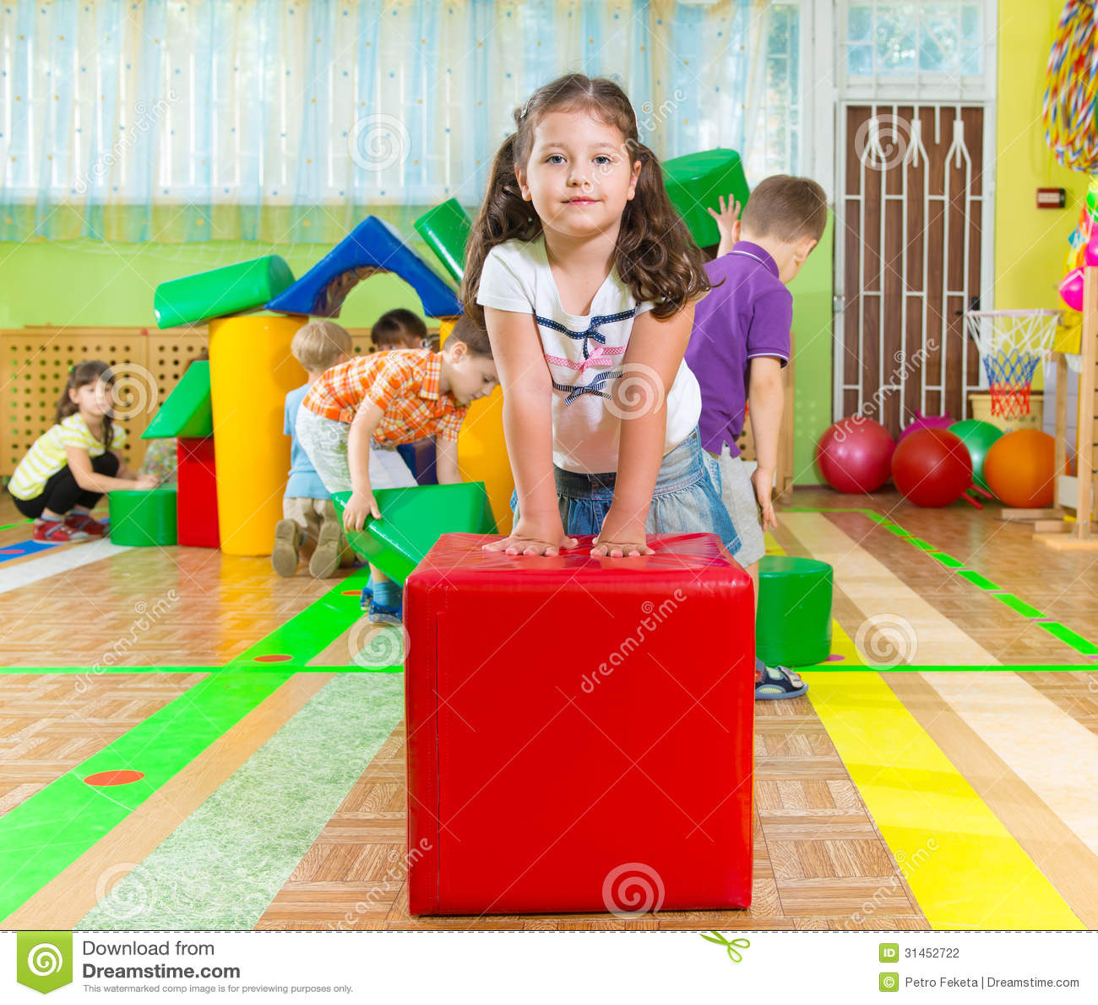 Śliczni dzieci w gym