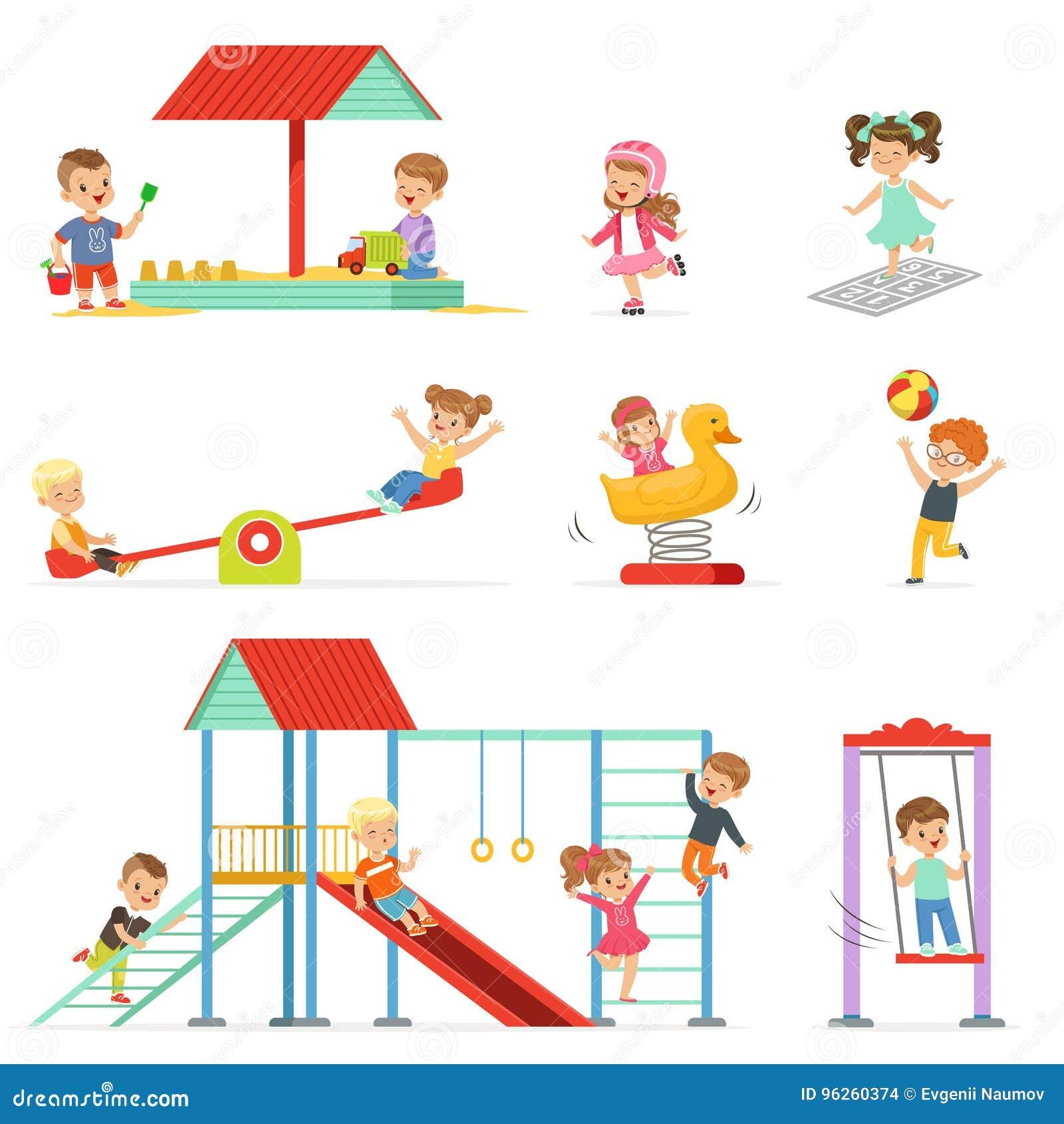 Śliczni kreskówek małe dzieci bawić się zabawę i ma przy boiskiem ustawiającym, dzieci bawić się outdoors wektorowe ilustracje