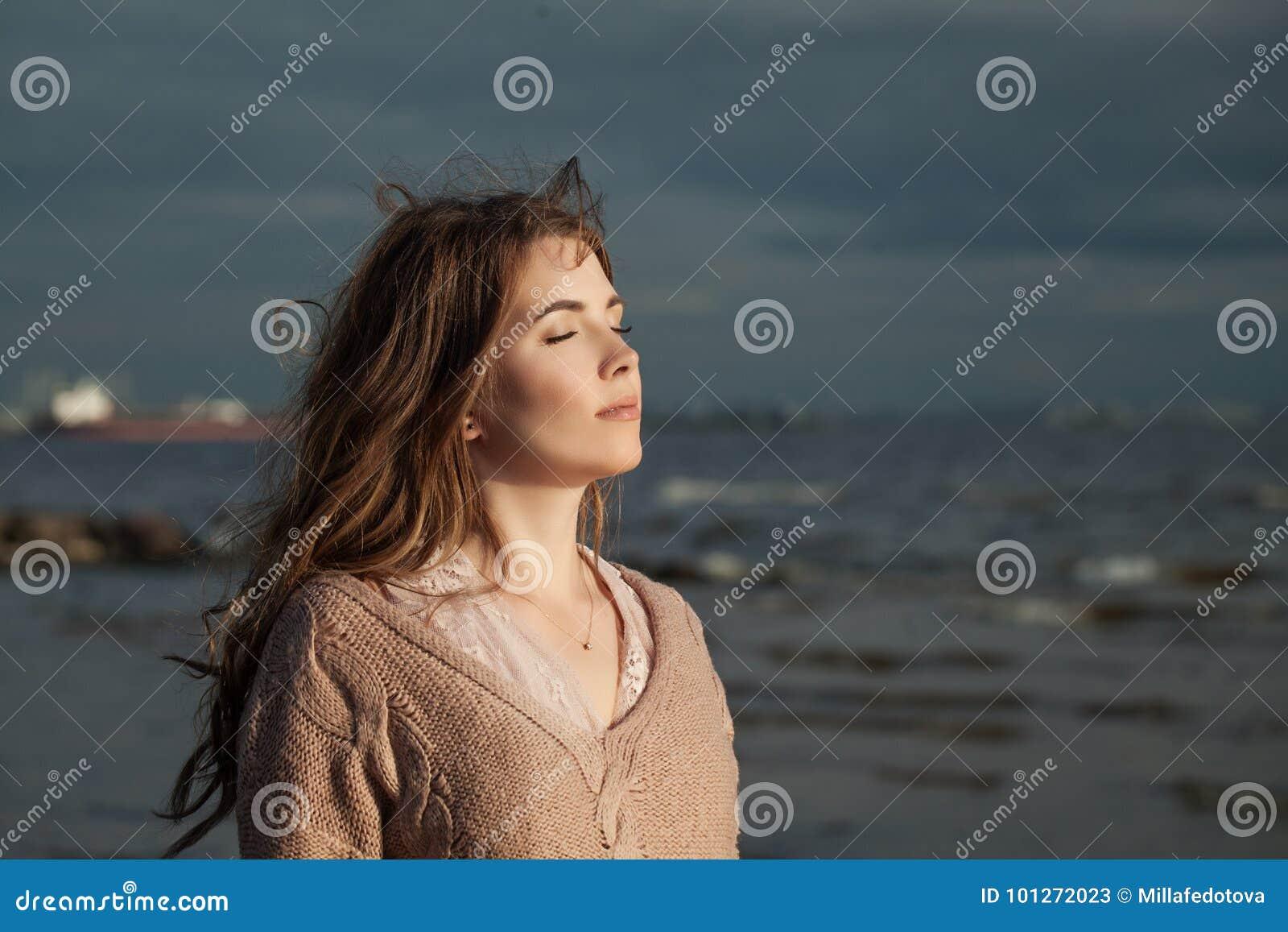 śliczni outdoors kobiety potomstwa Ładny model