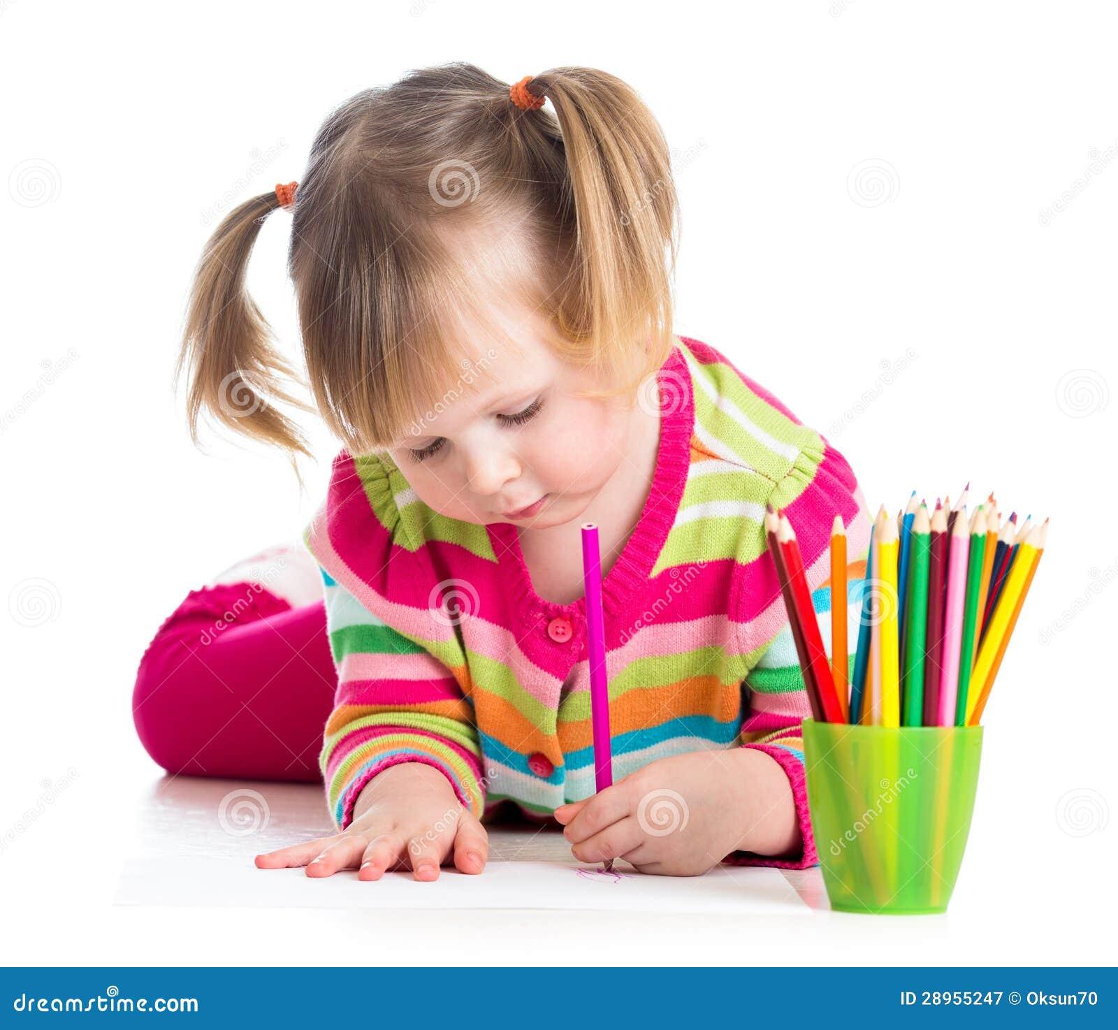 Śliczny dzieciak dziewczyny rysunek z colourful ołówkami