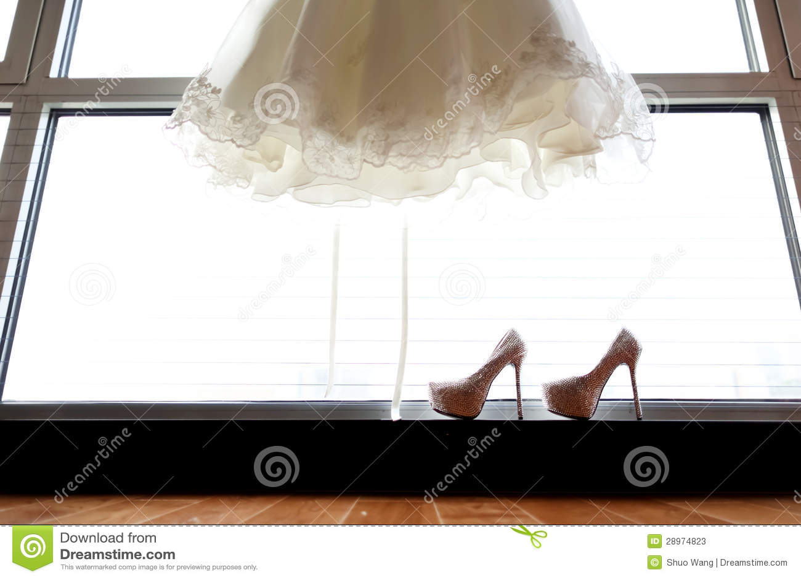 Ślubnej sukni i ślubu buty