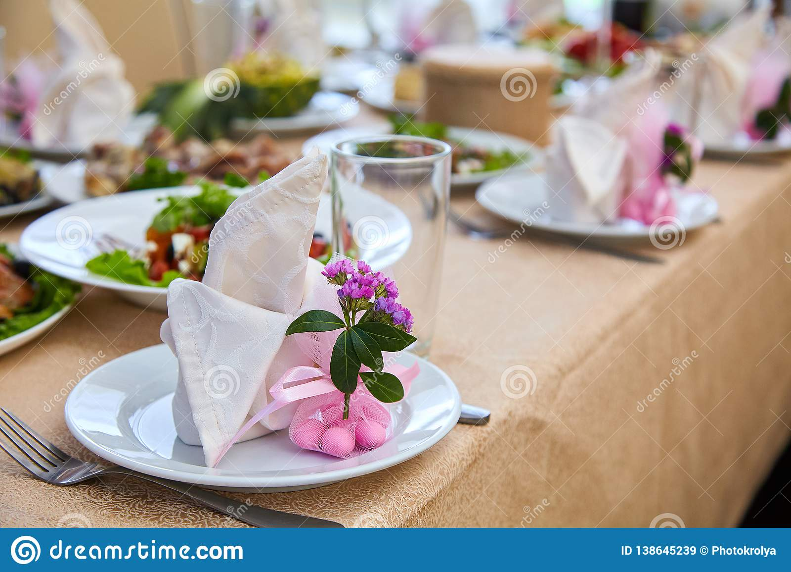 Ślubny stołowy położenie dla grzywny łomotać lub inny catered wydarzenia