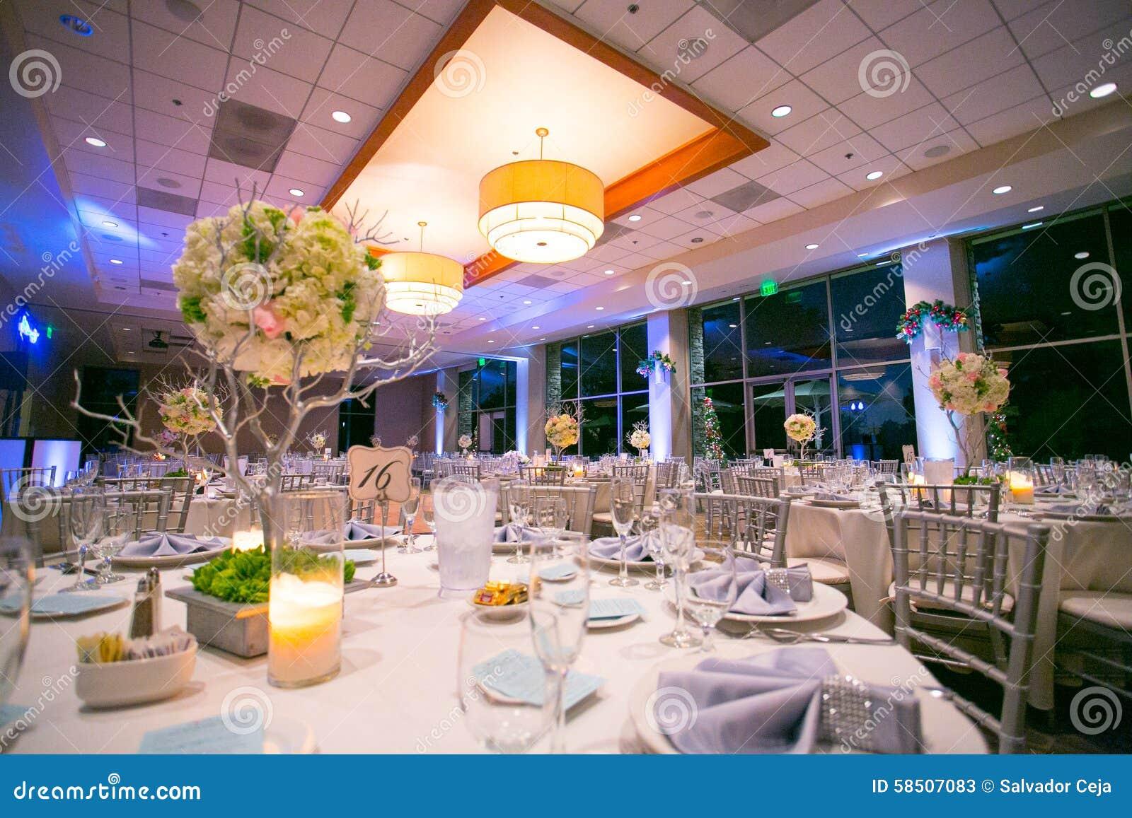 Ślubny stołowy wystrój