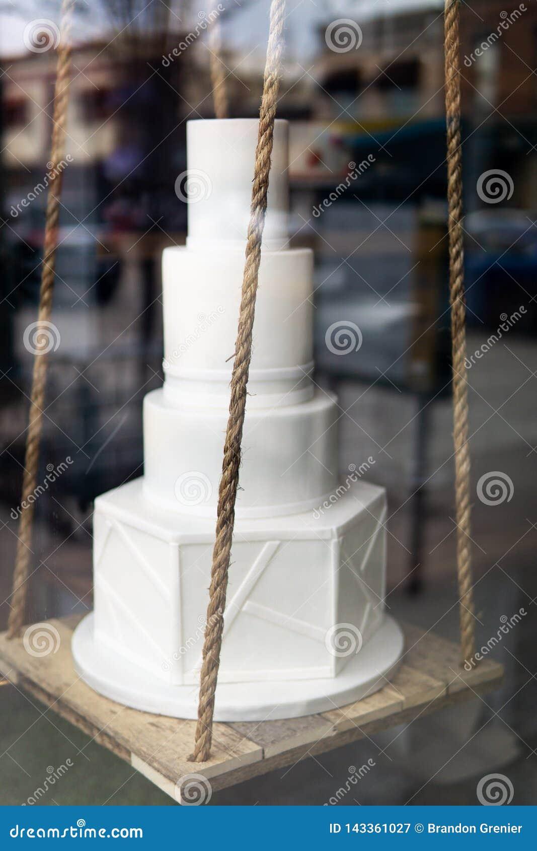 Ślubny tort w okno