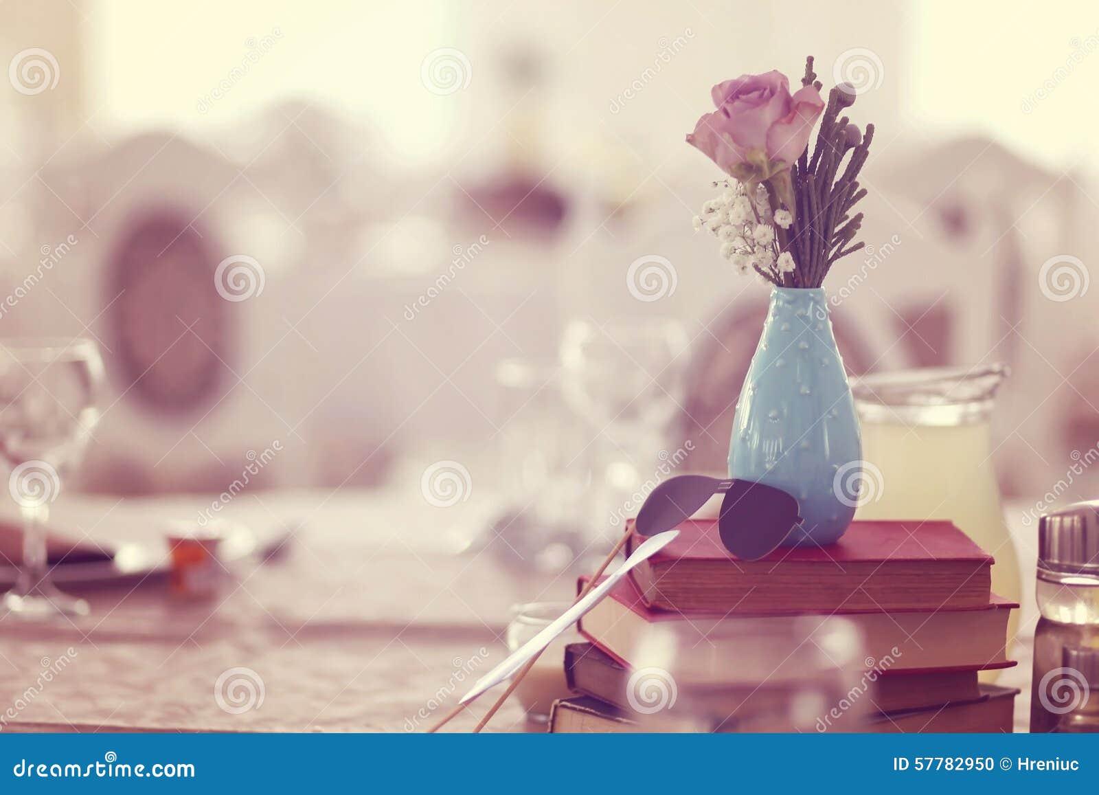 Ślubny wystrój na stole