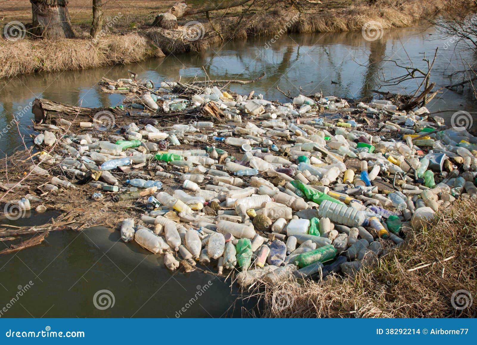 Śmieci w wodzie