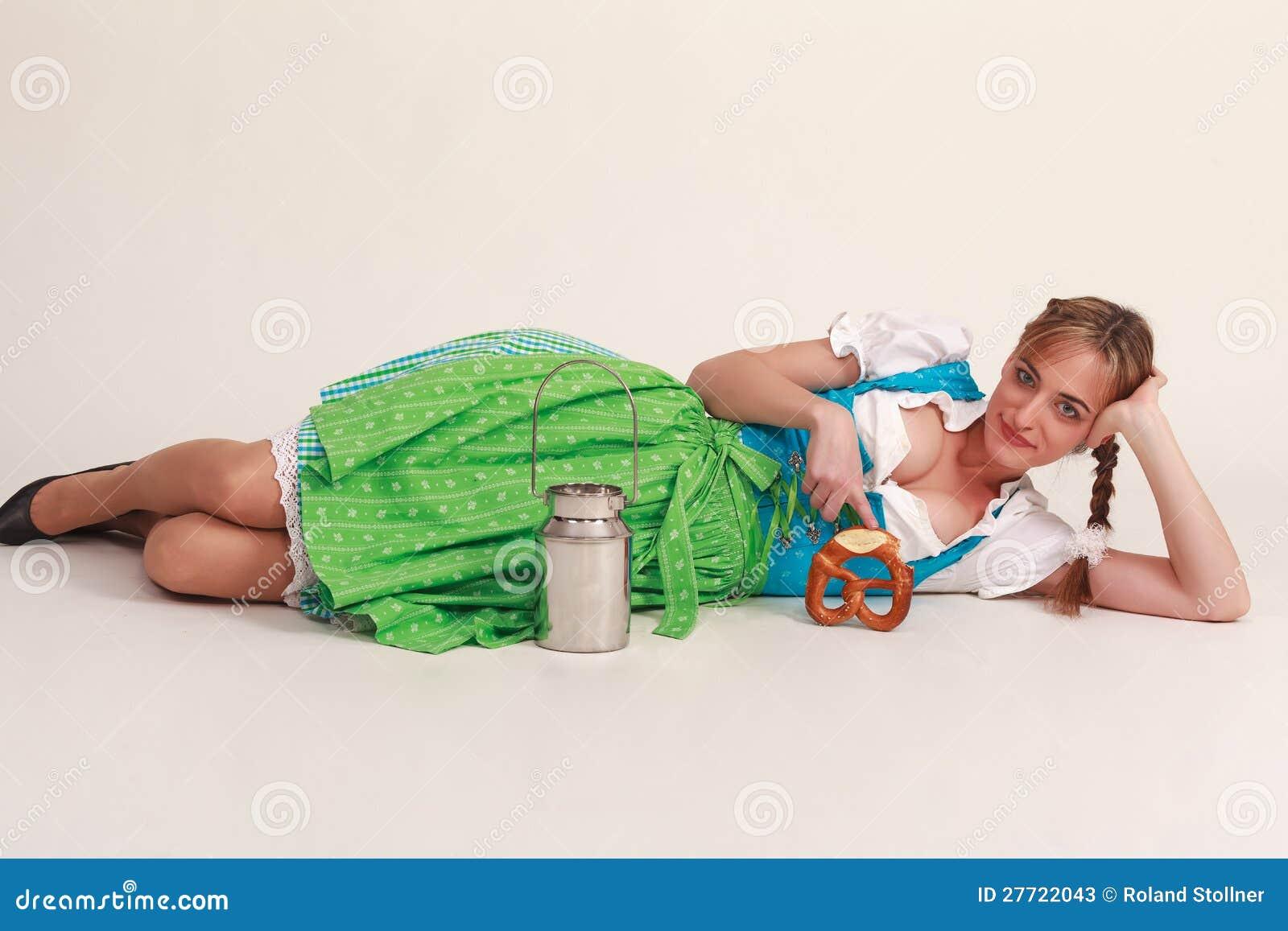 Śmieszna Bawarska dziewczyna