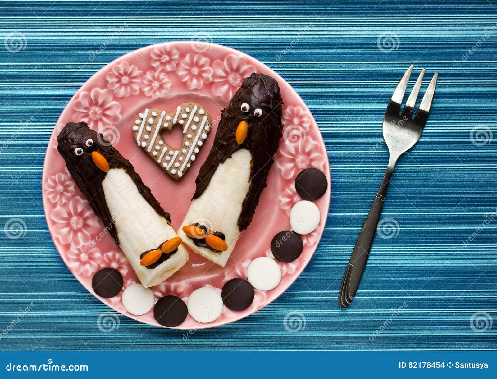 śmieszny śniadanie Dla Dzieci Banany W Czekolady Kształtnym