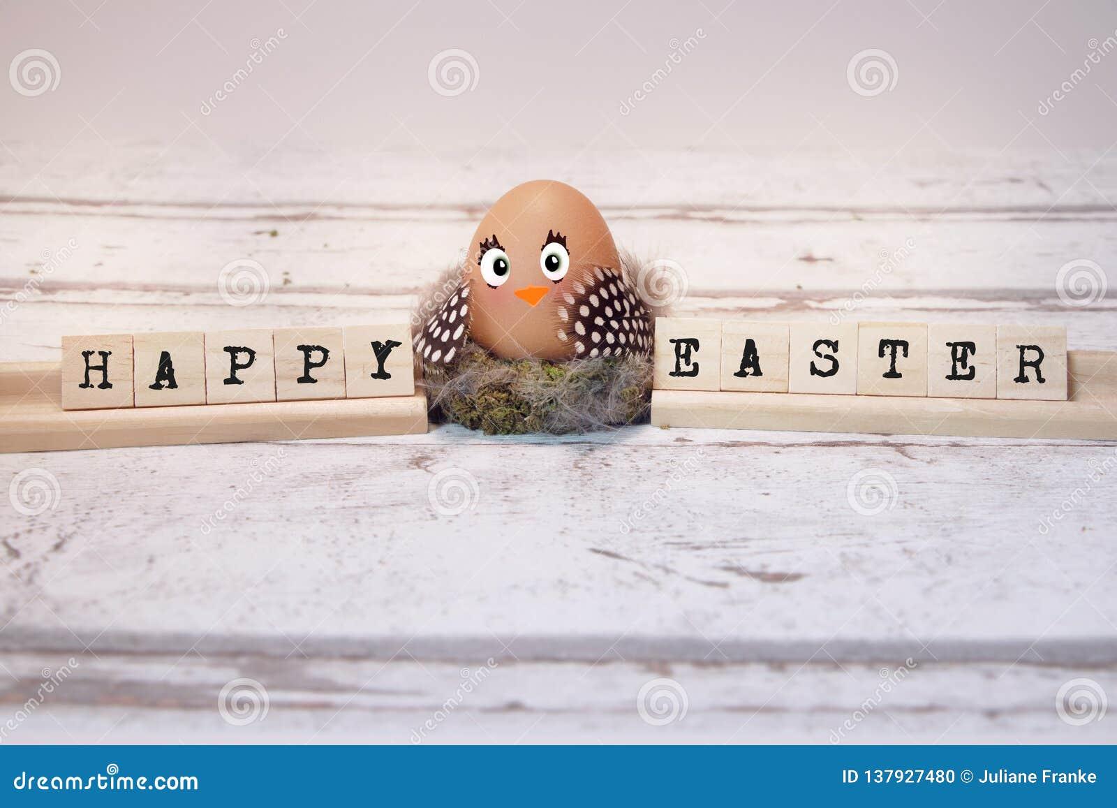 Śmieszny kurczątko z Easter jajkiem, szczęśliwy Easter