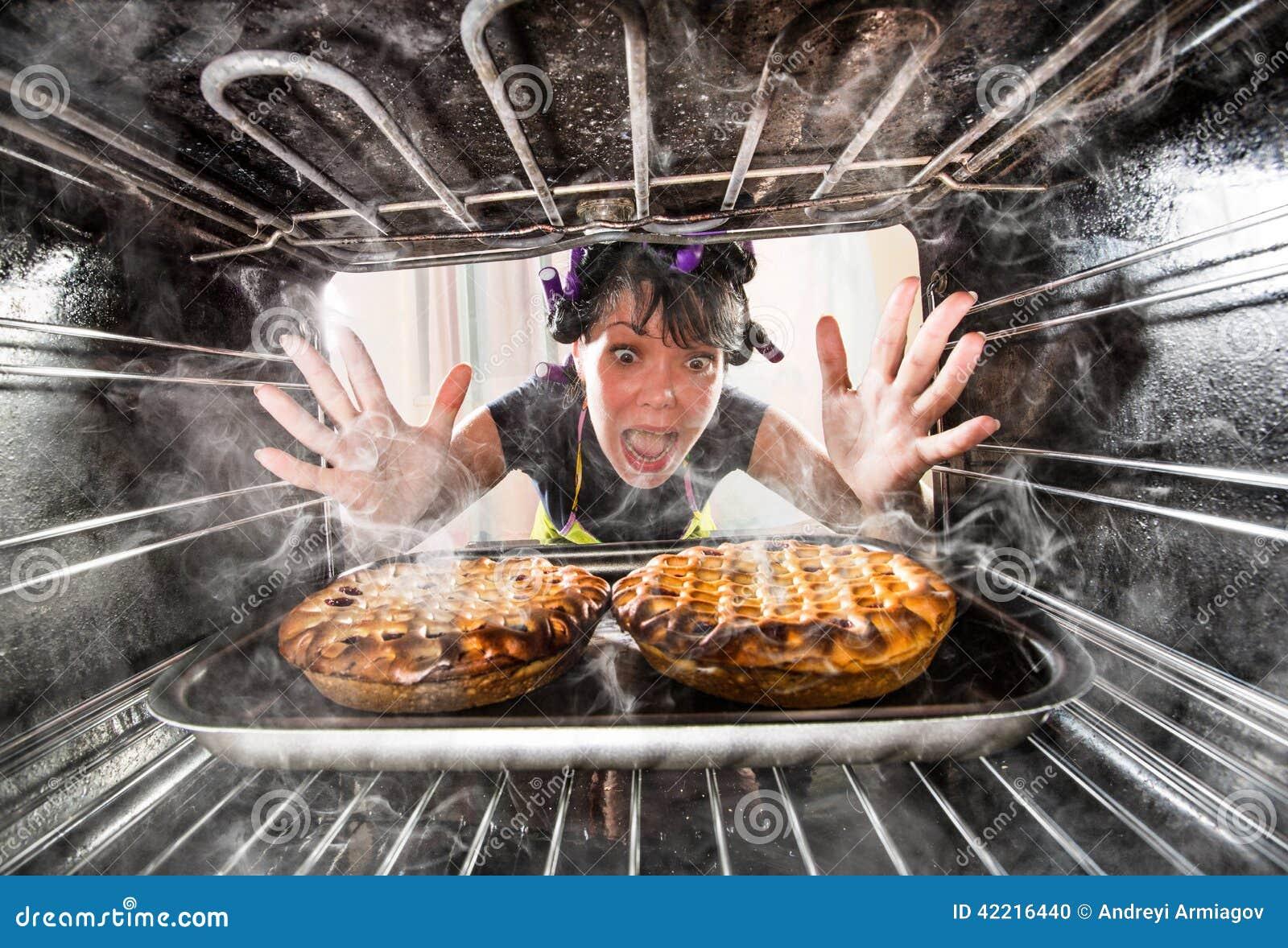 Śmieszny szef kuchni zdumiony i gniewny Nieudacznik jest przeznaczeniem!